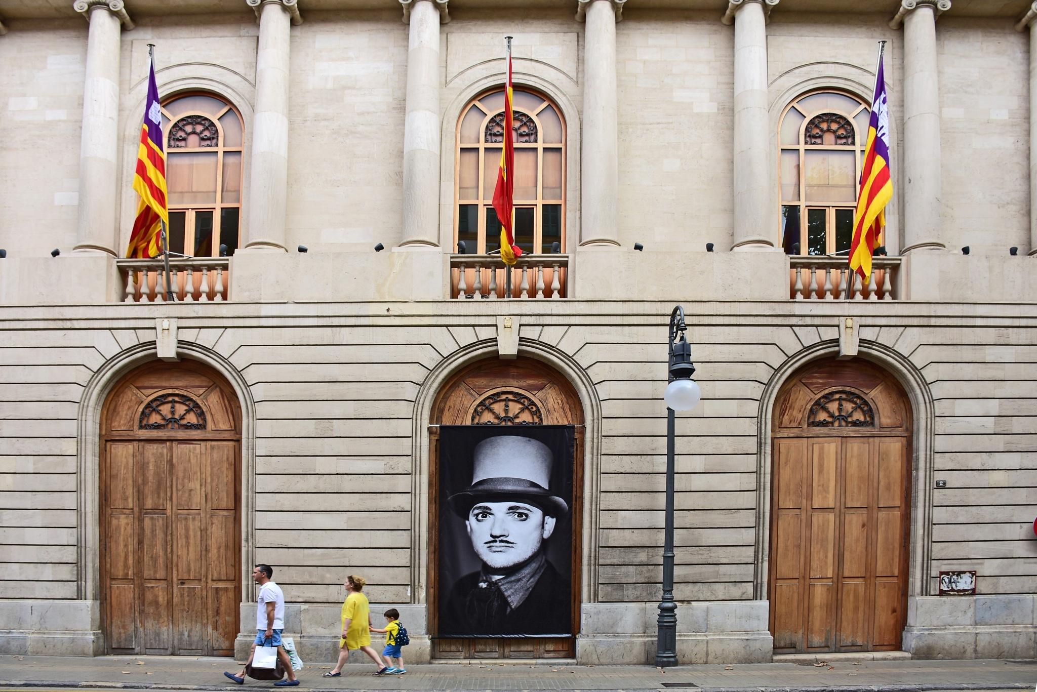 Spanish street scene with portrait by liwesta