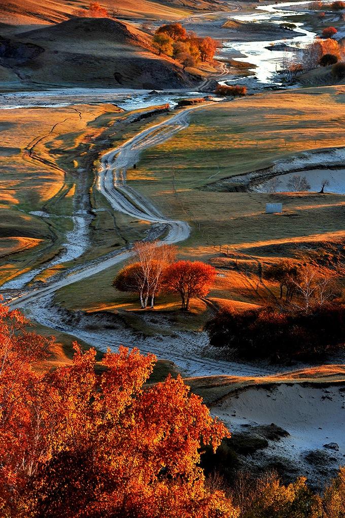 Picturesque autumn  by Bao Yinghui