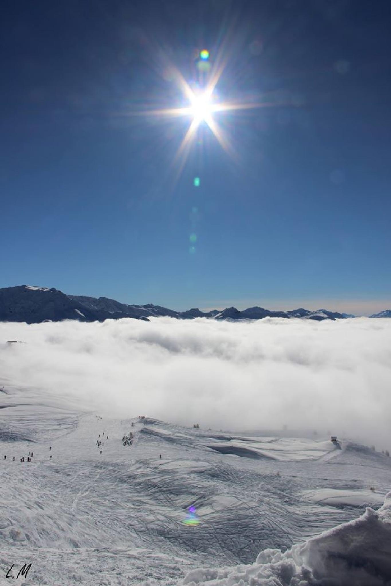 Les nuages contribuent à la beauté du paysage by Maxime Lemeunier