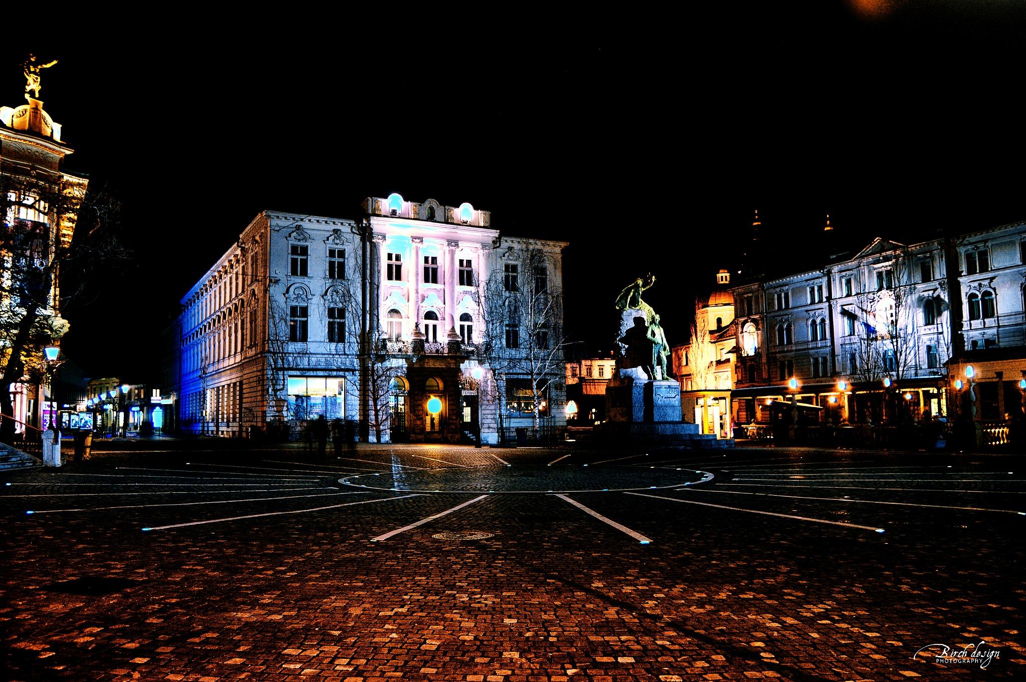 Square by tomazek