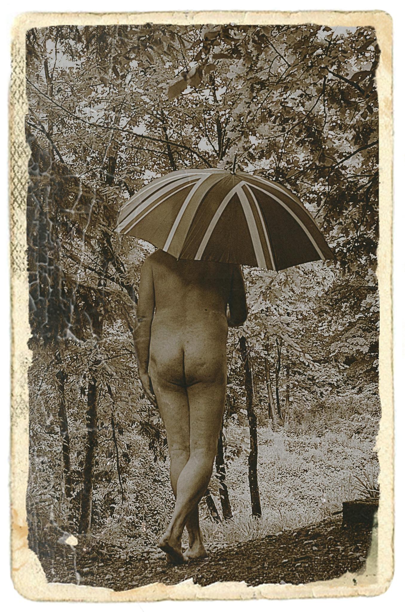 walking (naked) in the rain by tomazek