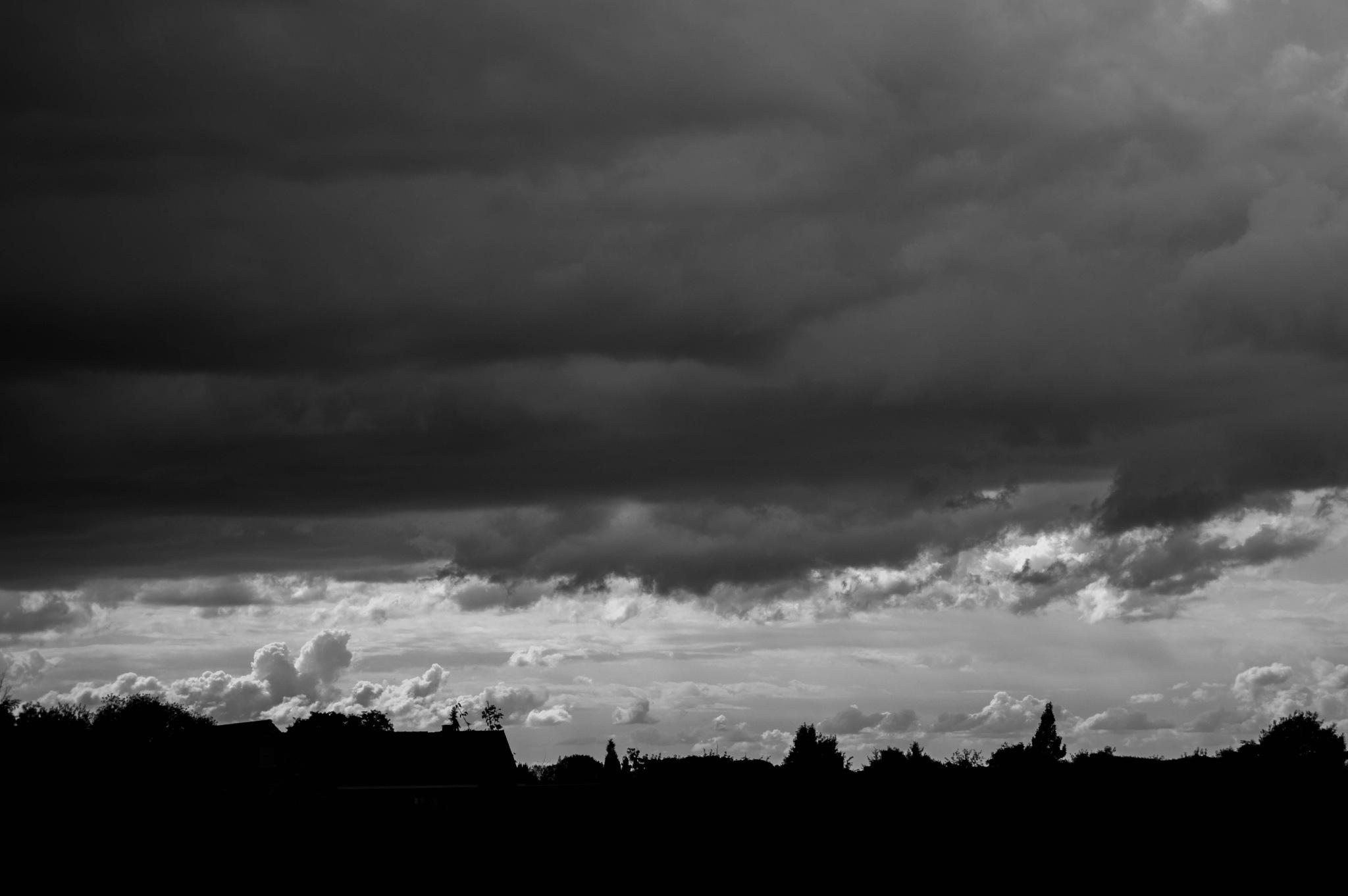 Cloudy skyline by Milenka Derumeaux