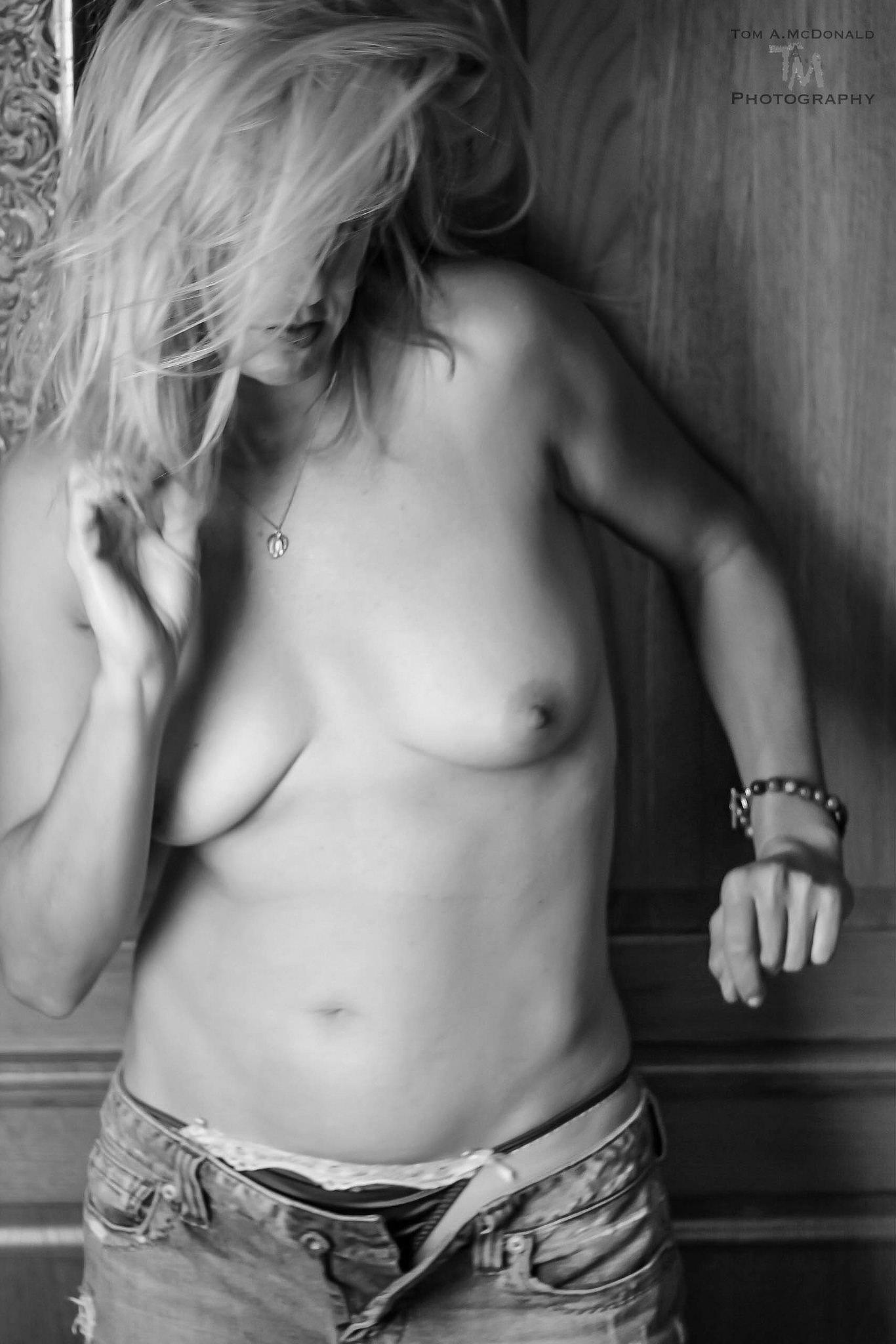 Julia bw 3 by TMcPhoto