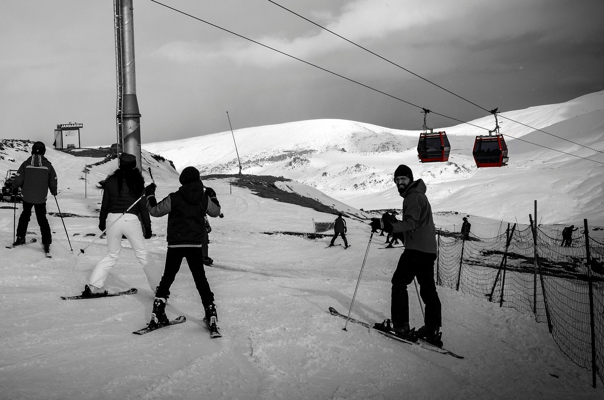 snowboarding by Emel Seckin