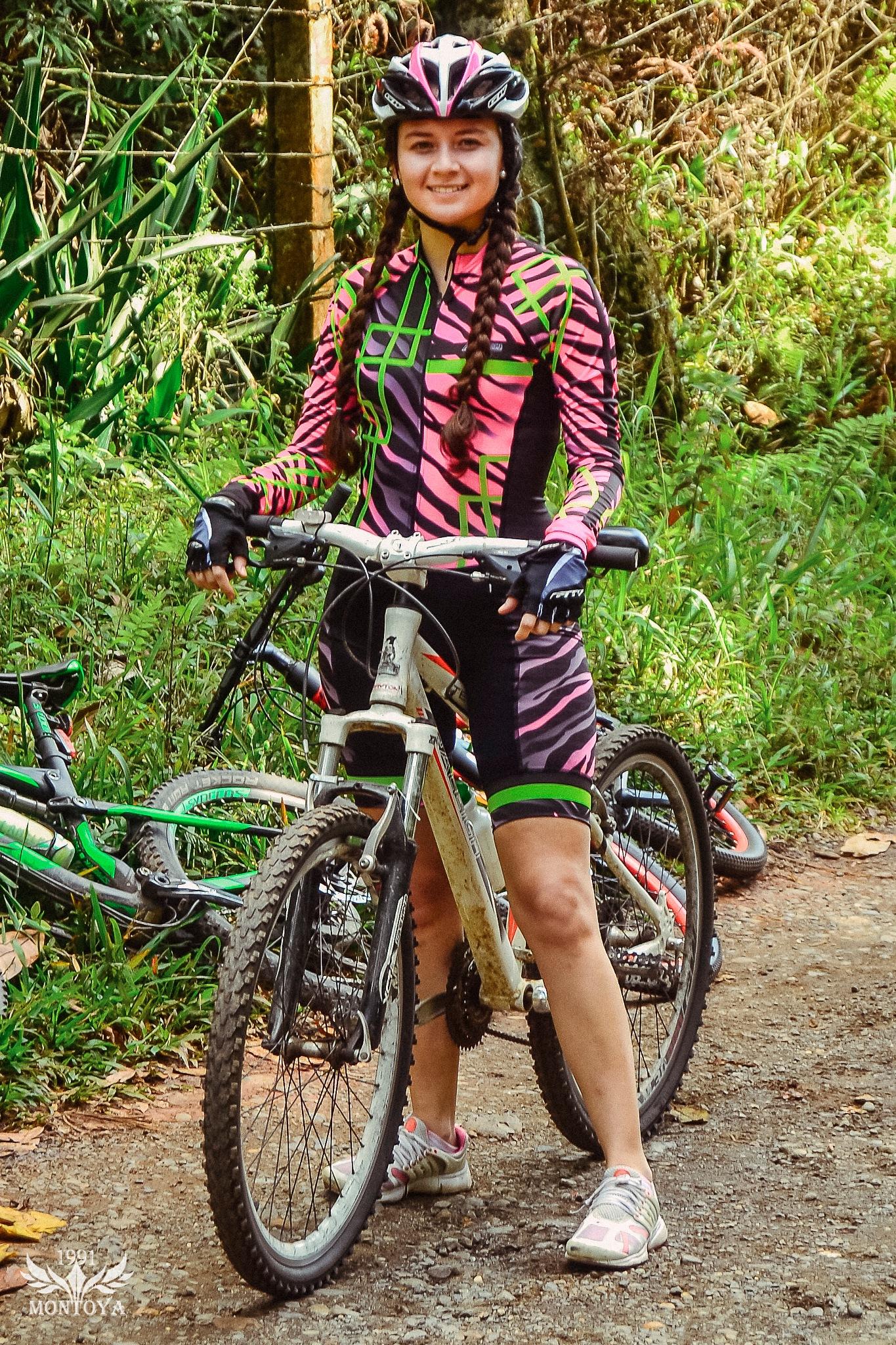 Ciclista sin nombre  by David Montoya