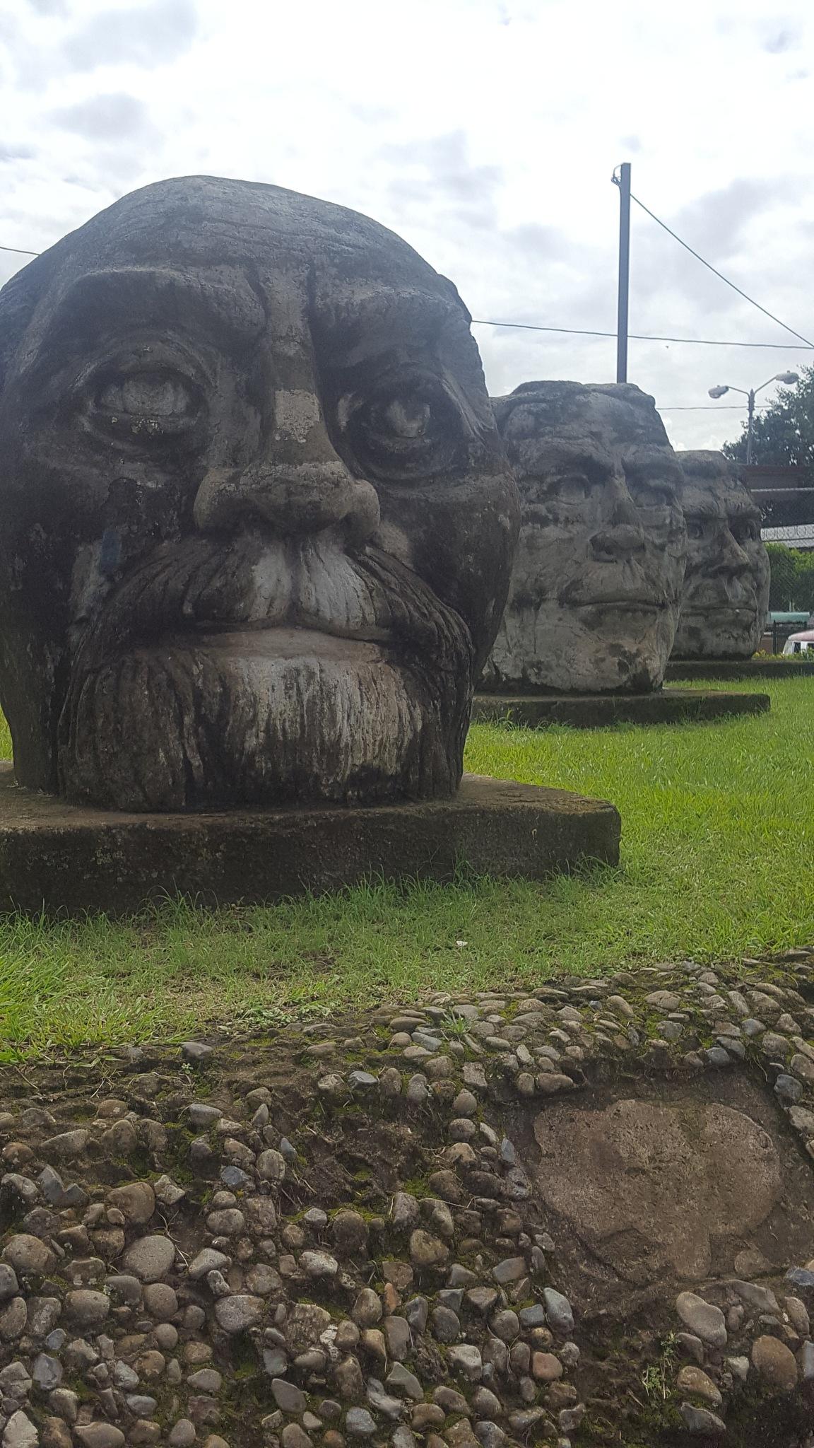 Parque de los cabezones  by Chevez Gabriela