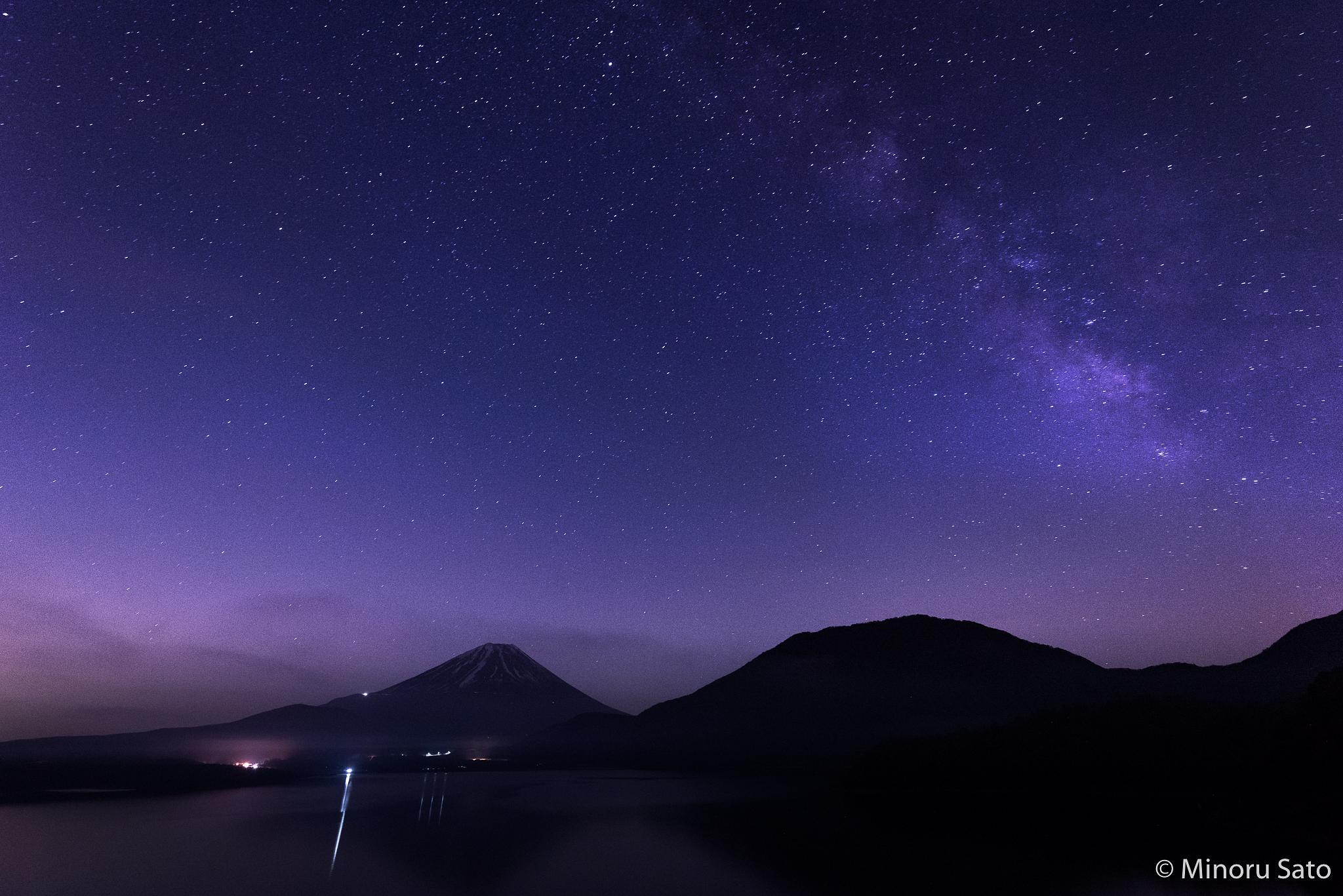 Mt. Fuji and Milkway by Minoru Sato