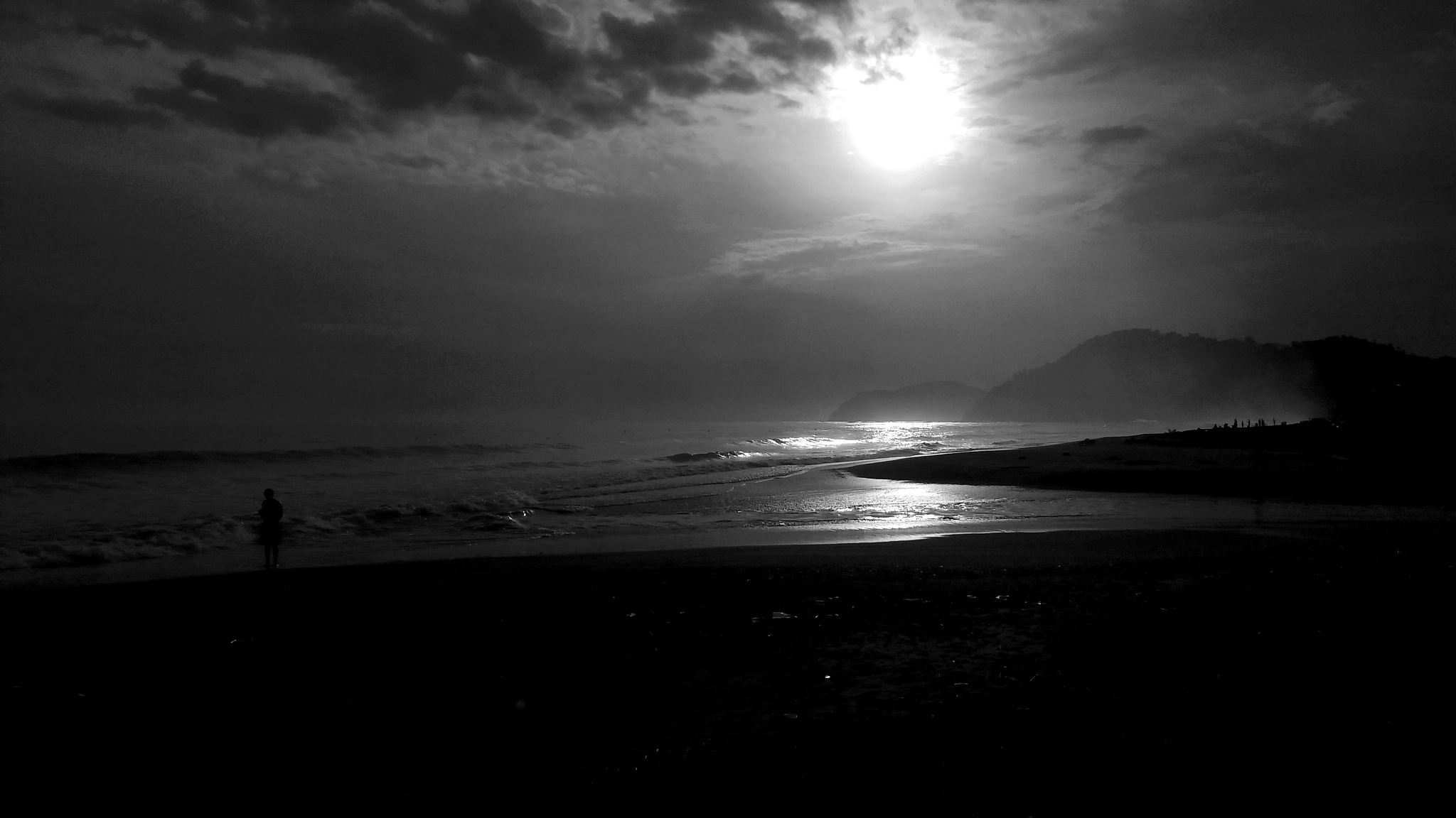 Sunset... sea, and black and white by Francisco-Vernet
