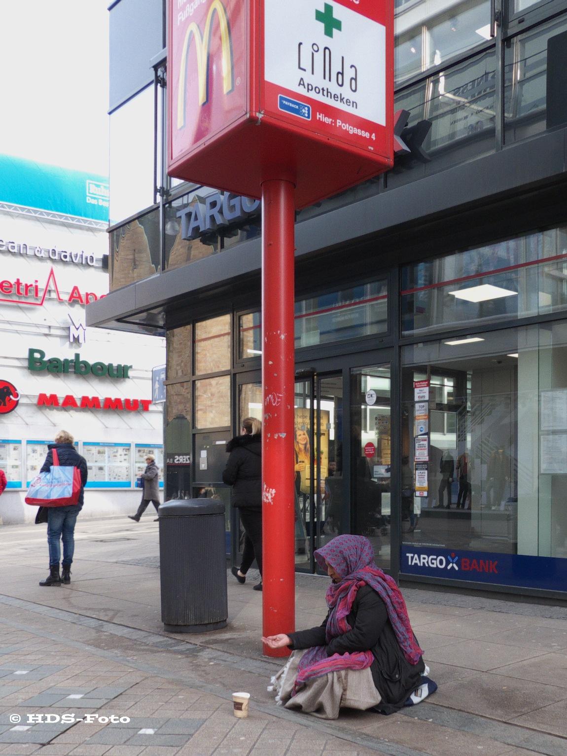 Asking for money infront of TARGOBANK by Horst Schade