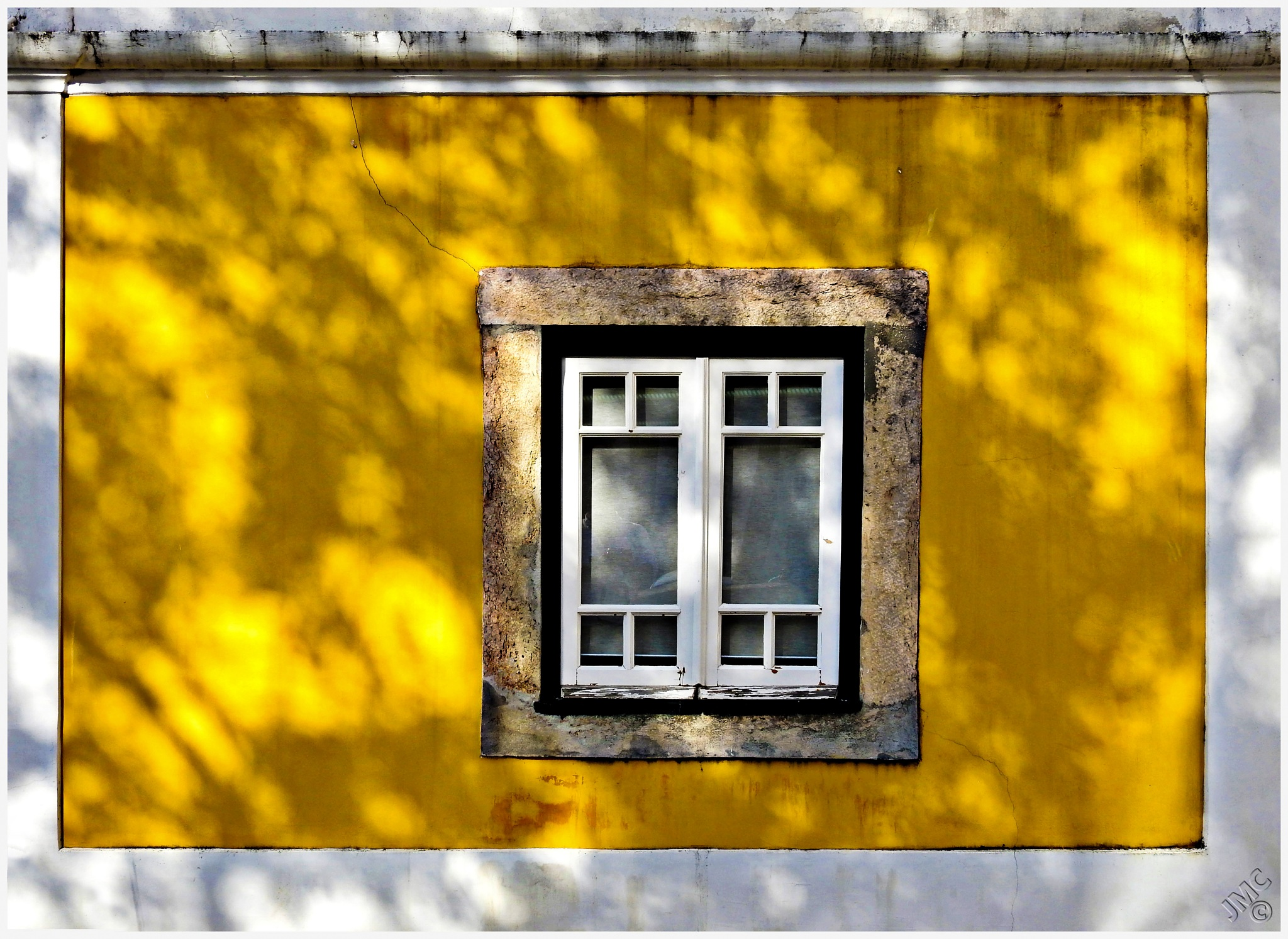 A wall and a window - Portugal by JMCtronic