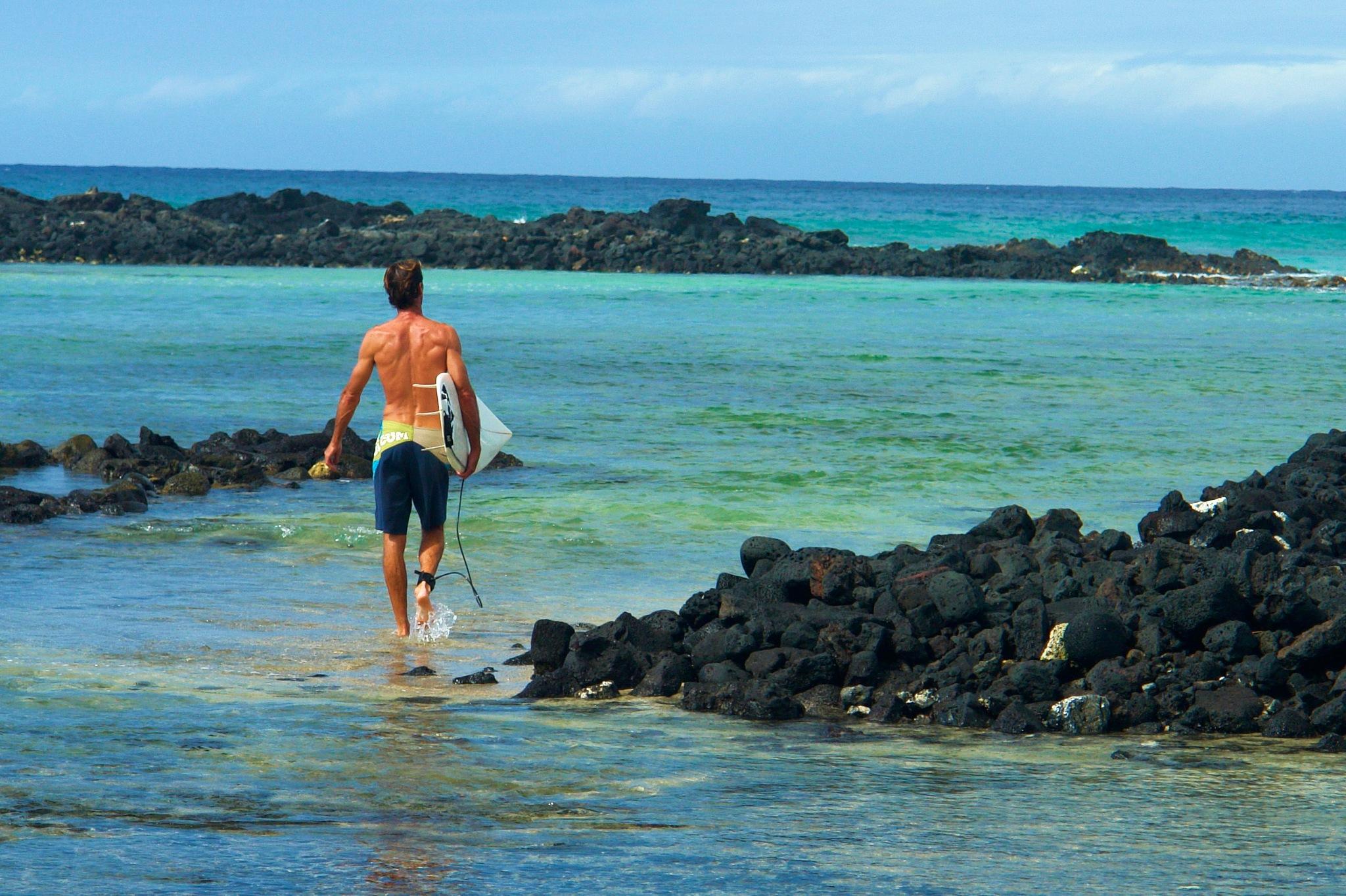 Kona surfer by Miloliidrifter