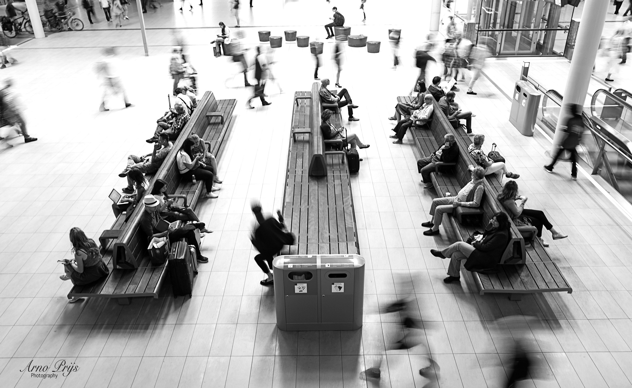 People on the move by Arno Prijs