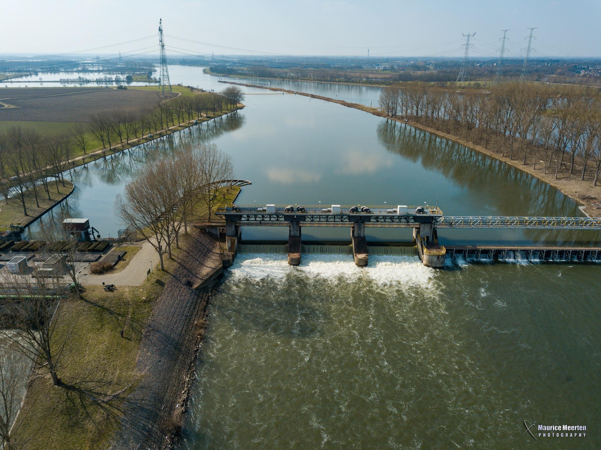 Aerial dam in Linne by Maurice Meerten