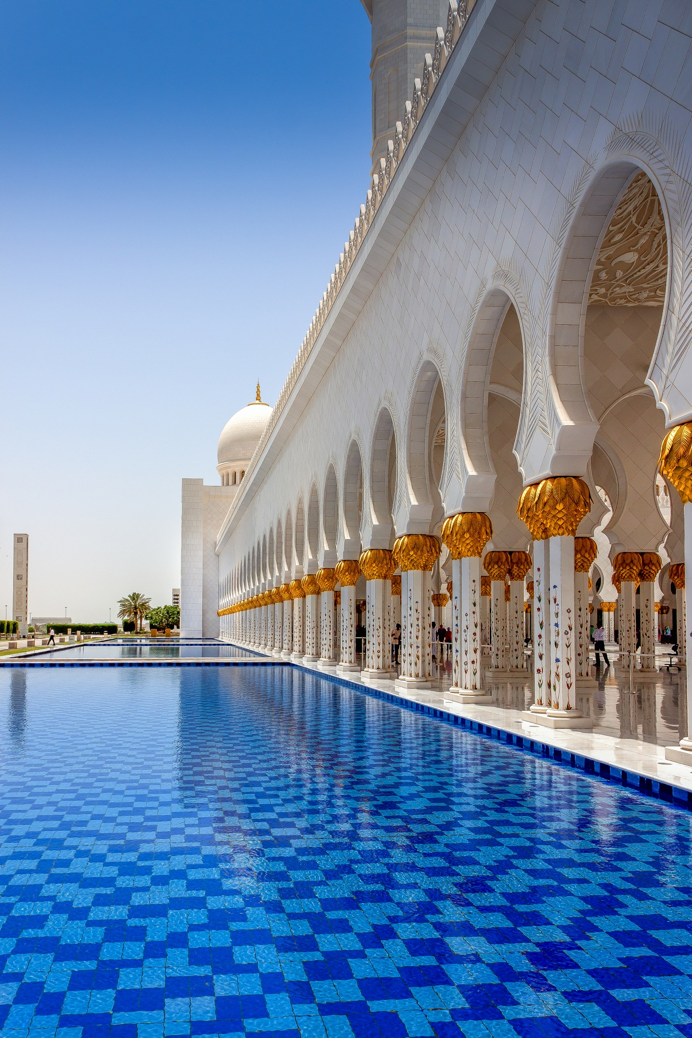 Sheikh Zayed mosque  by Mohamed gaafar
