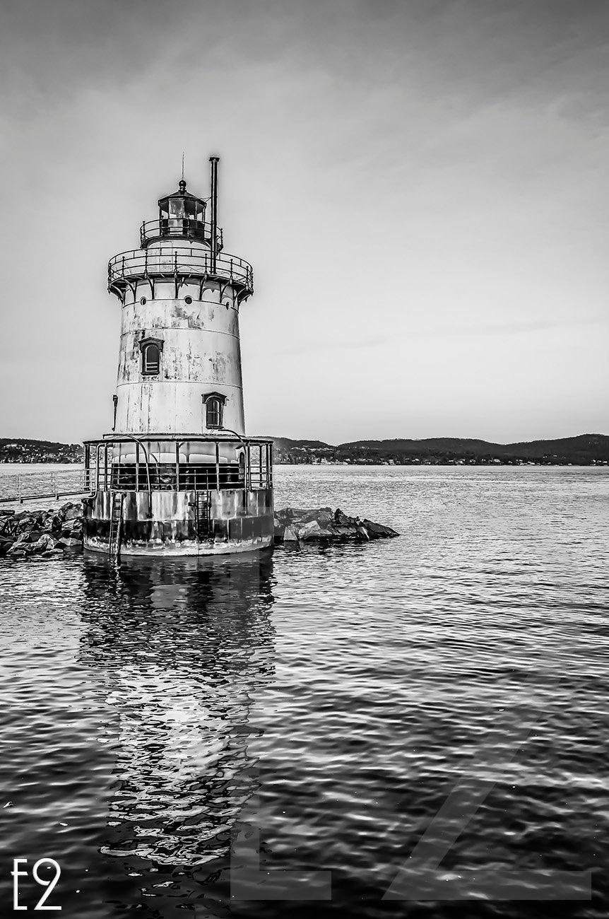 Tappan Zee Bridge Lighthouse  by ezwo