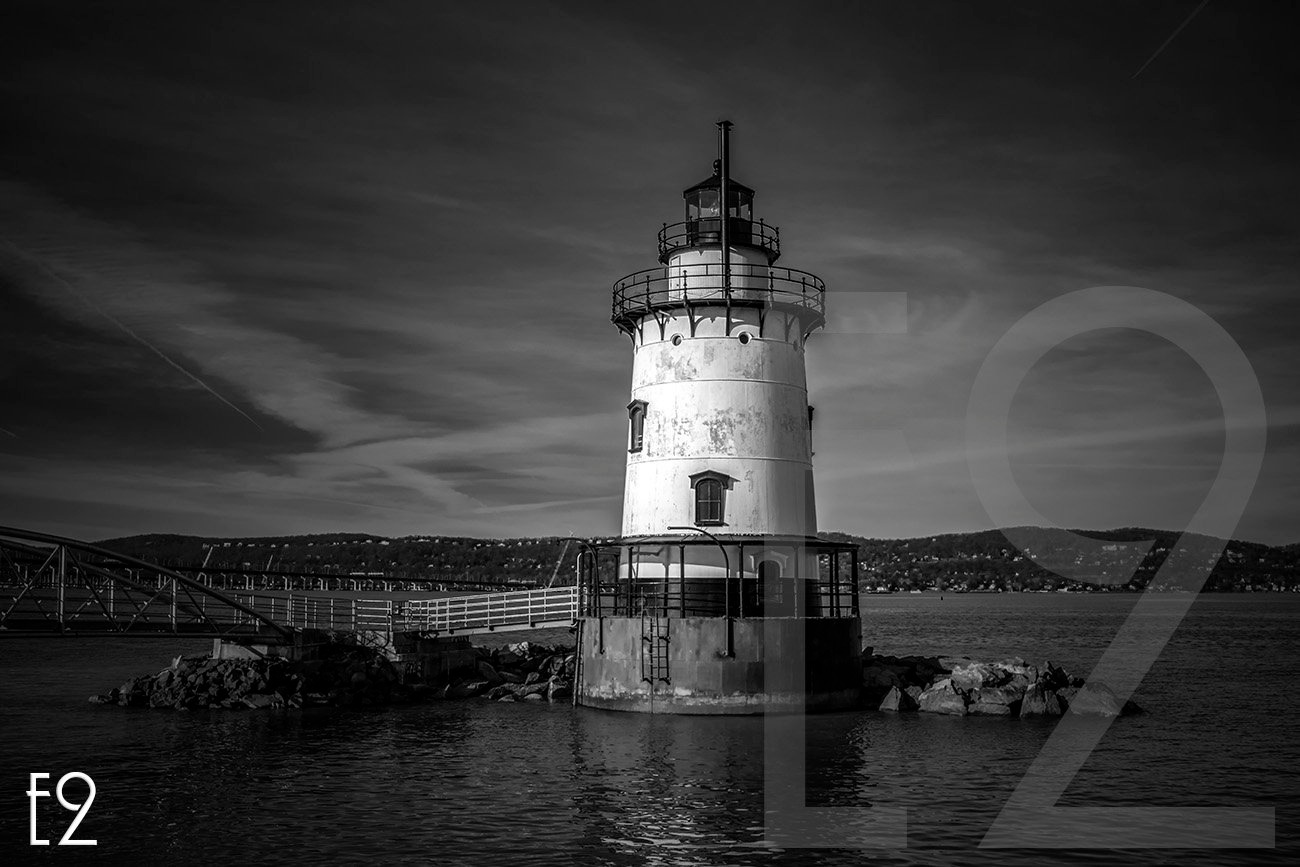 Tappan Zee Birdge Lighthouse  by ezwo