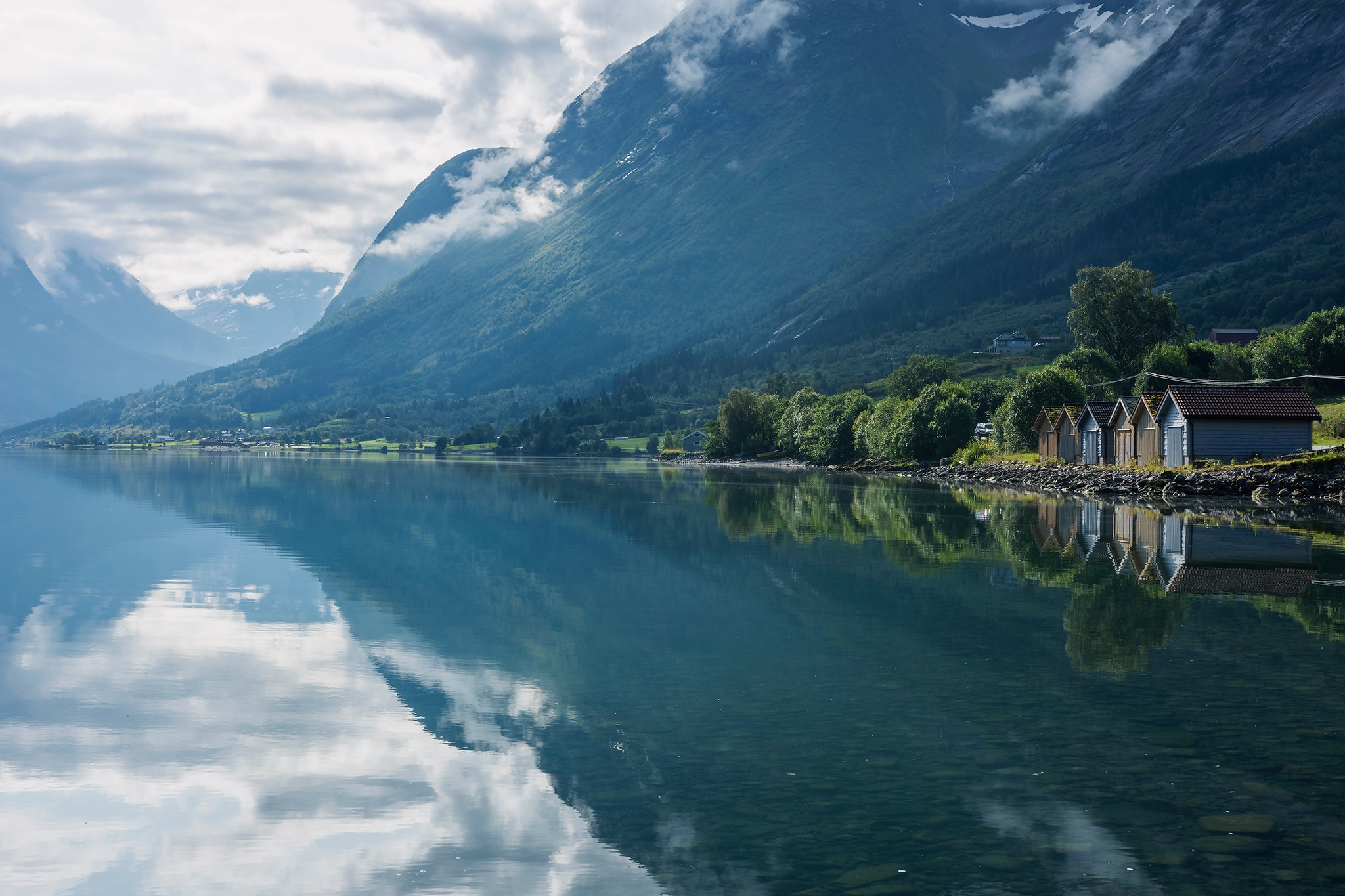 Cabins by the fjord by Didgeridoo Express