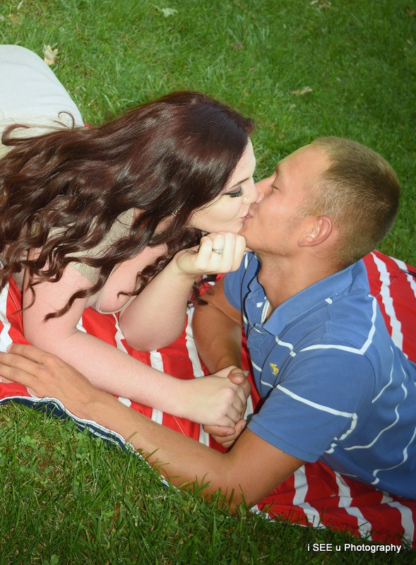 Kissing Couple by Amanda Carter