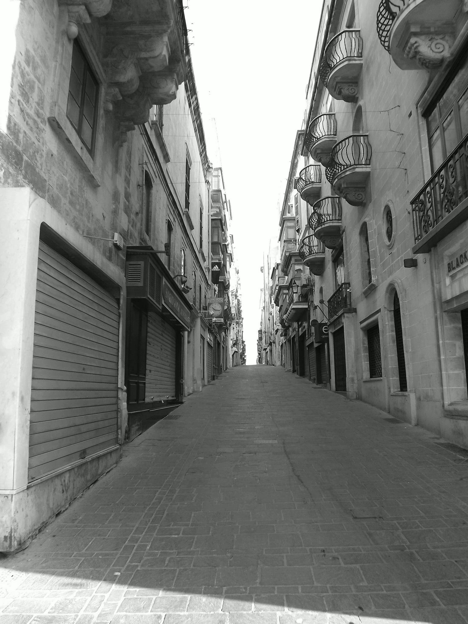 Sun shines on an empty street by Jorge Giro