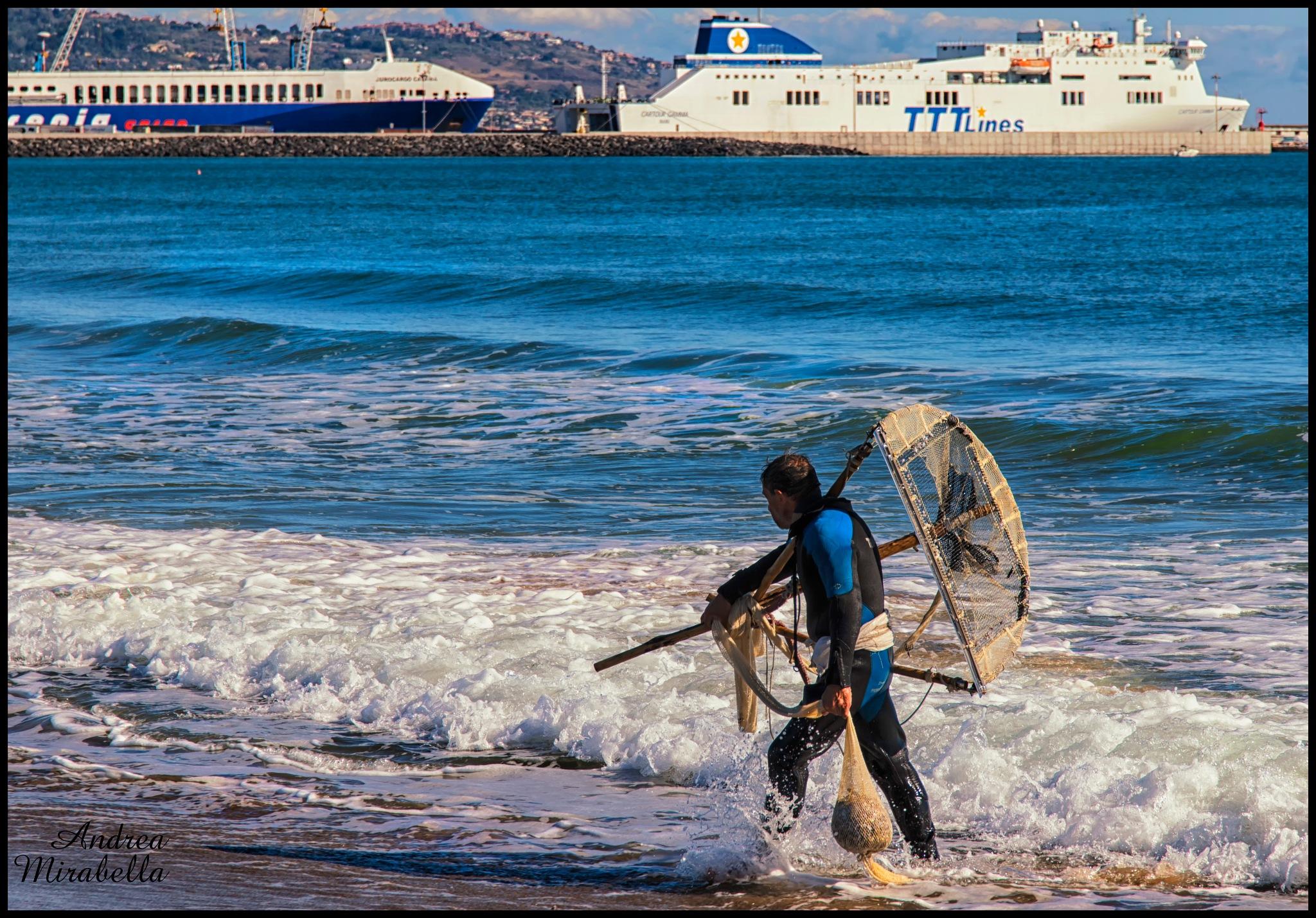 Pescatore di Telline  by Andrea Mirabella