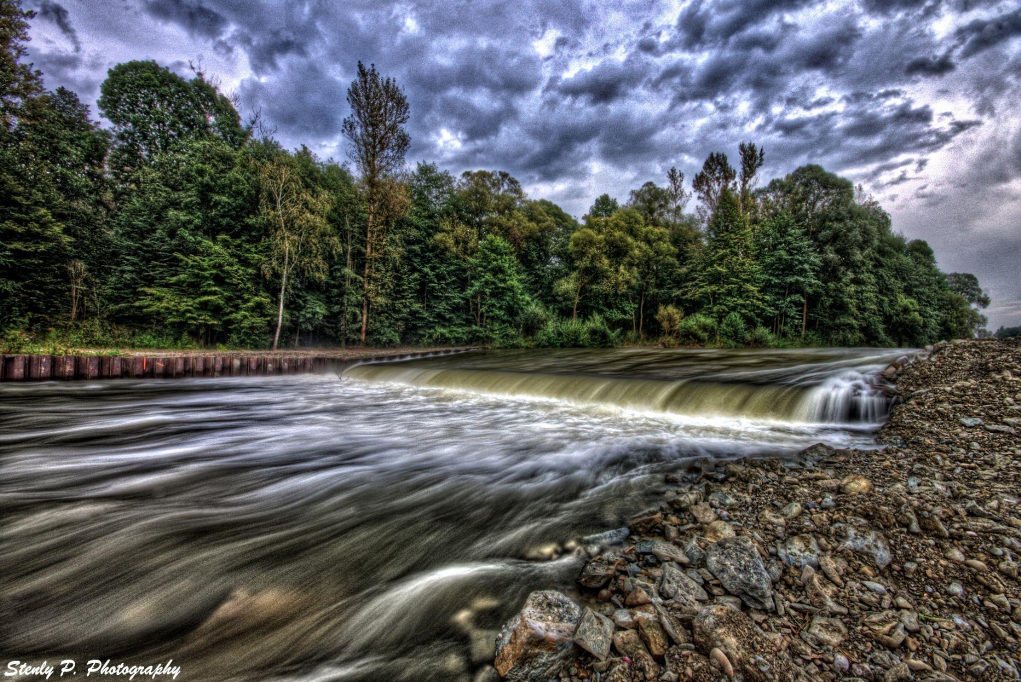 river  by Stenly Priesol