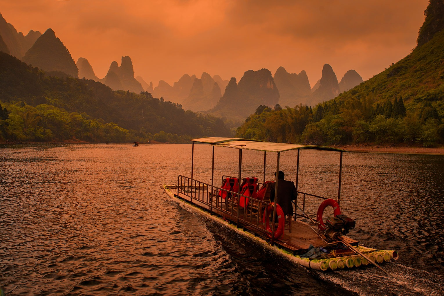 Li River, Cruise from Guilin to Yangshuo. by Sotiris Siomis