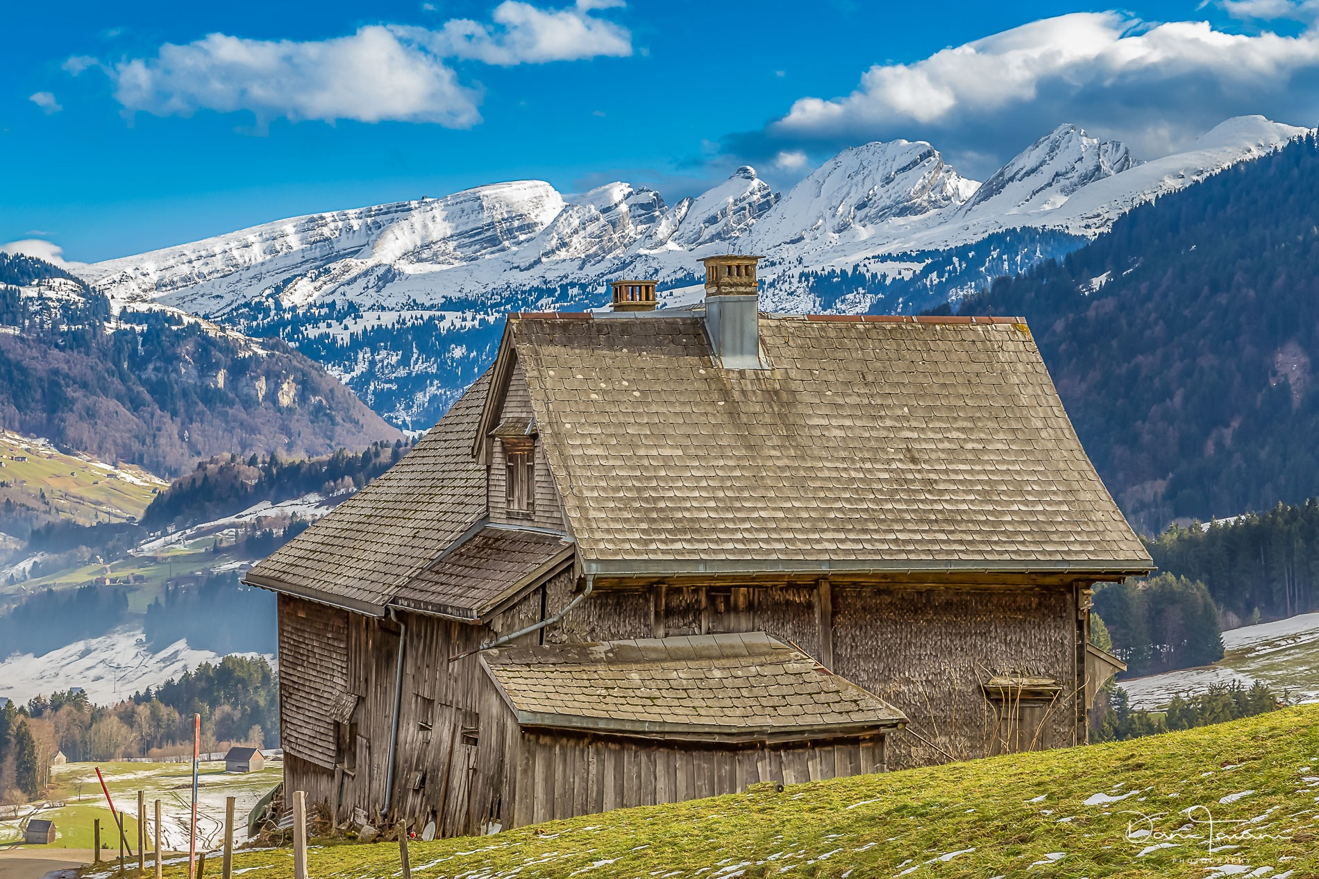 Old house in the mountains by Dani Taiani