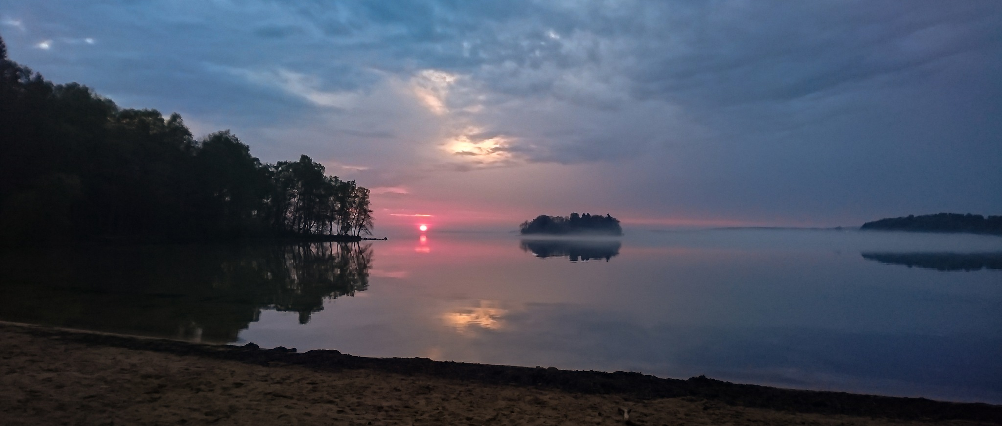 Misty sunset by Jonas Gustavsson