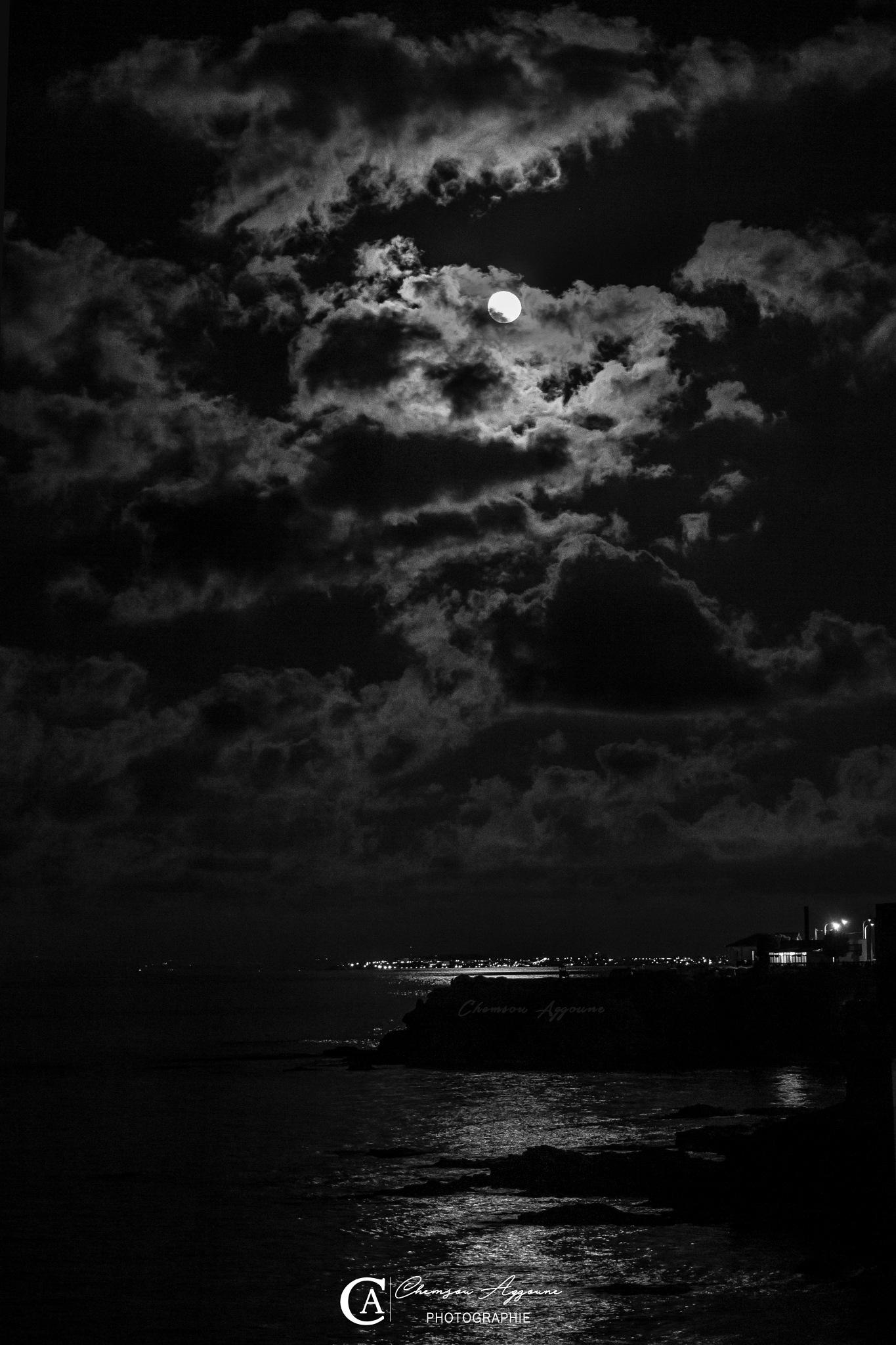 Rais hemido Algiers, moon  by Chemsou Aggoune