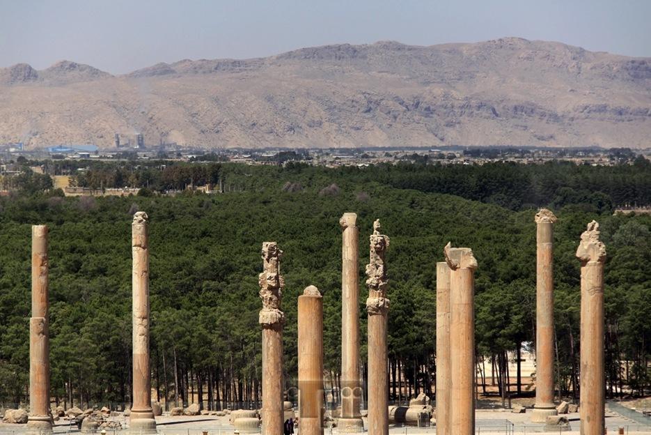 The history columns by Shahabedin Alishahi