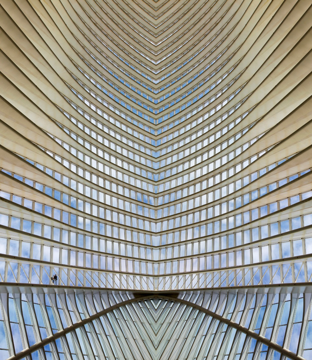 Le grand hall by Denis Lamblin