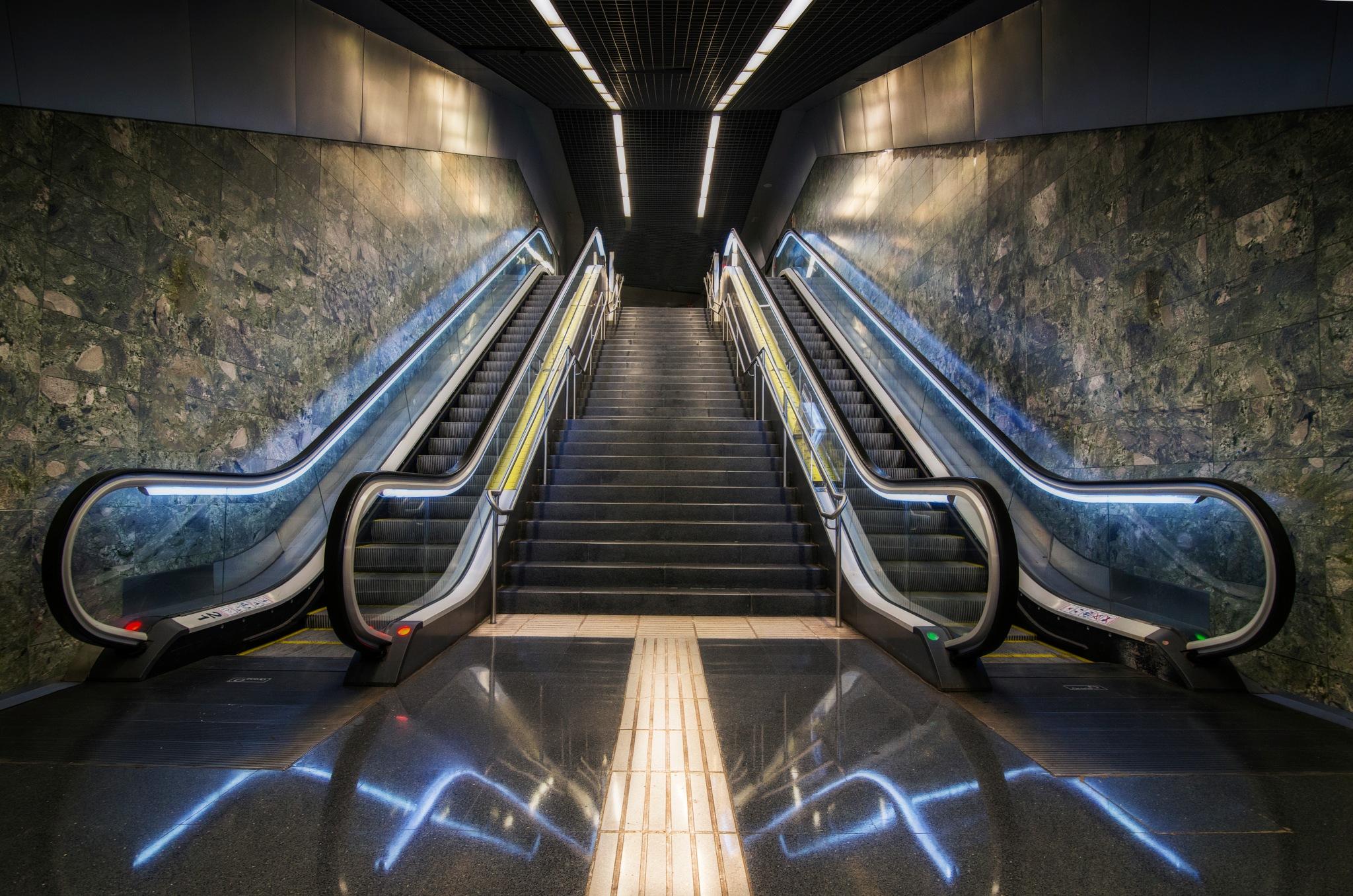 barcelona metro by Maurits De Groen
