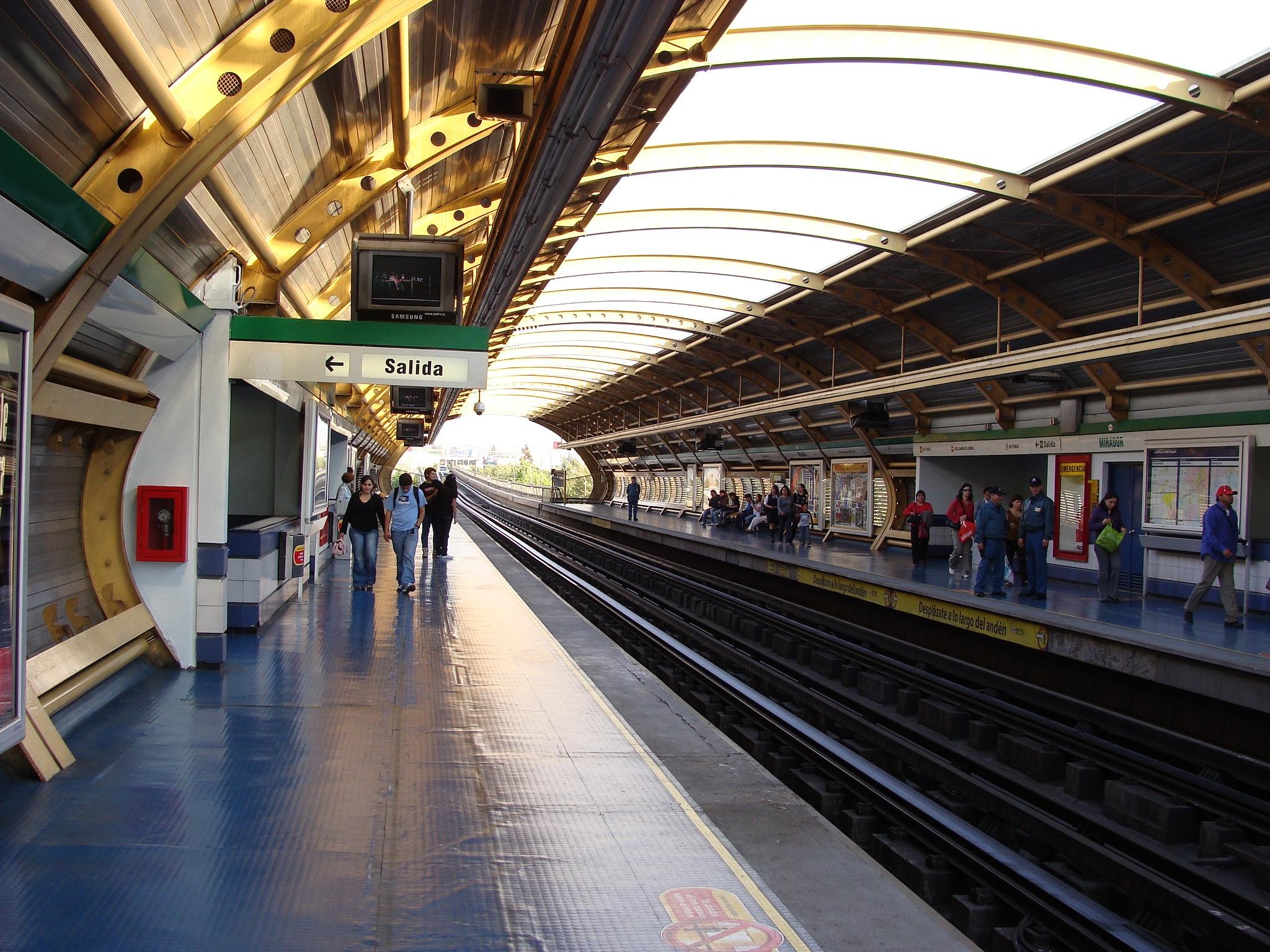 (0835) Estación Metro Mirador, Metro de santiago, Chile by Patricio Cabezas