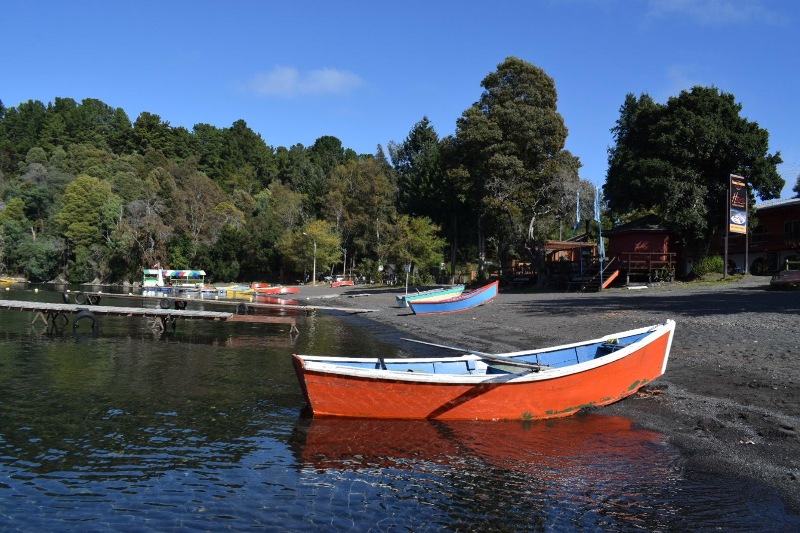 (0020) Lago Calafquén, Lican Ray, IX Región de La Araucanía, Chile  by Patricio Cabezas