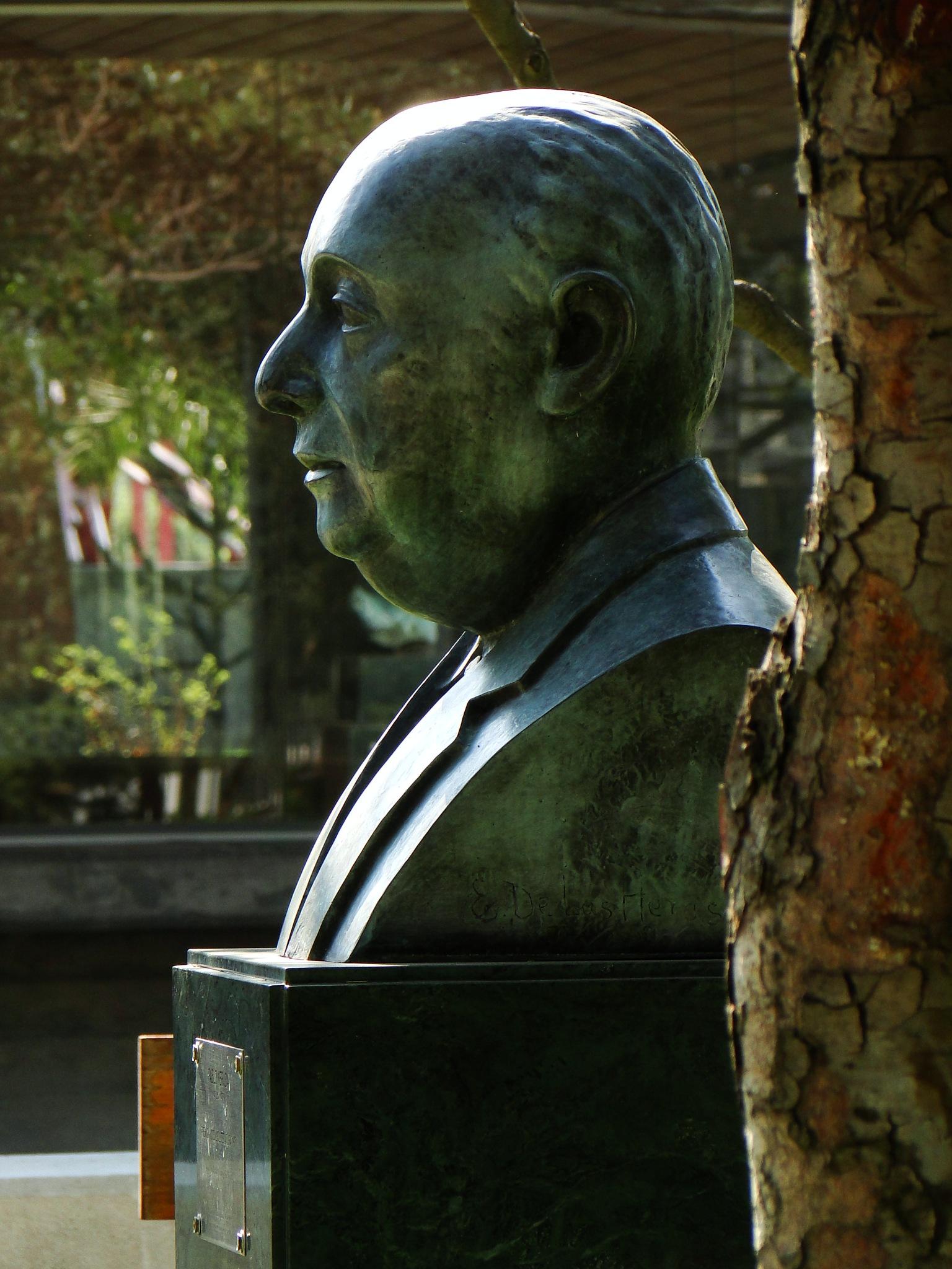 (0171) Pablo Neruda, Parque de Las Esculturas, Providencia, RM de Santiago, Chile by Patricio Cabezas