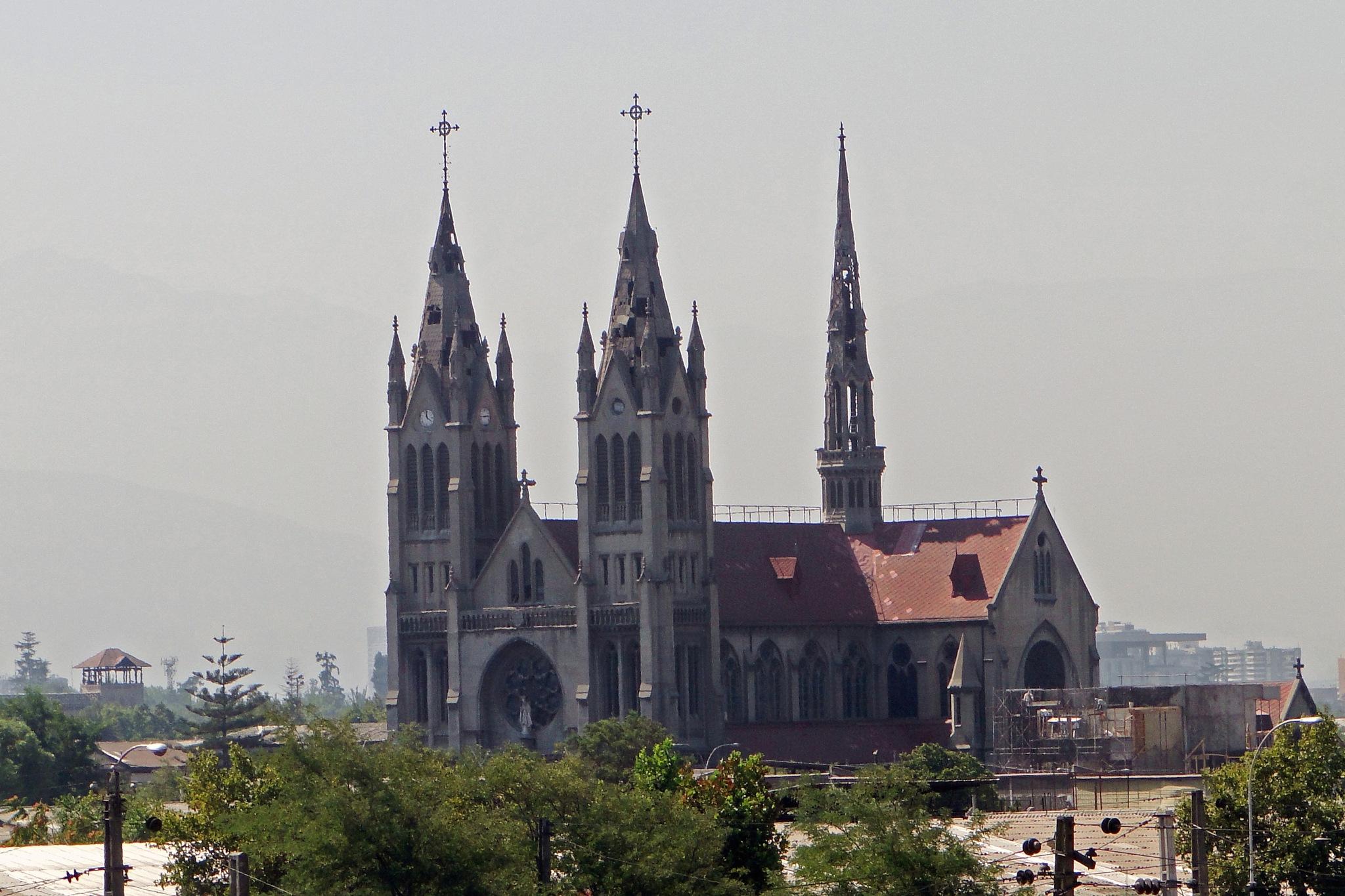 (1.000) Parroquia Nuestra Señora del Perpetuo Socorro, RM de Santiago, Chile by Patricio Cabezas