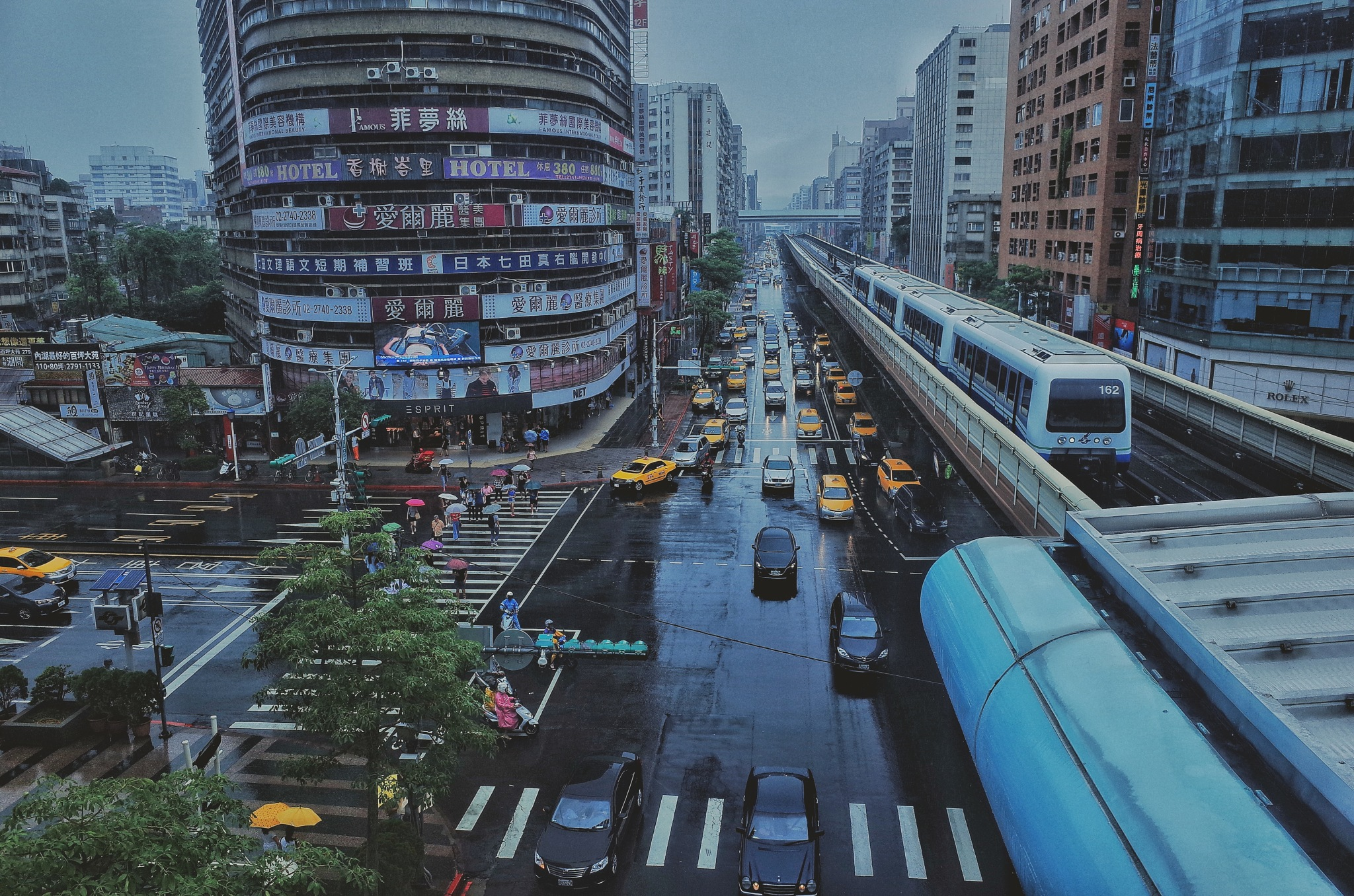 Busy Taipei City by Ying Chang