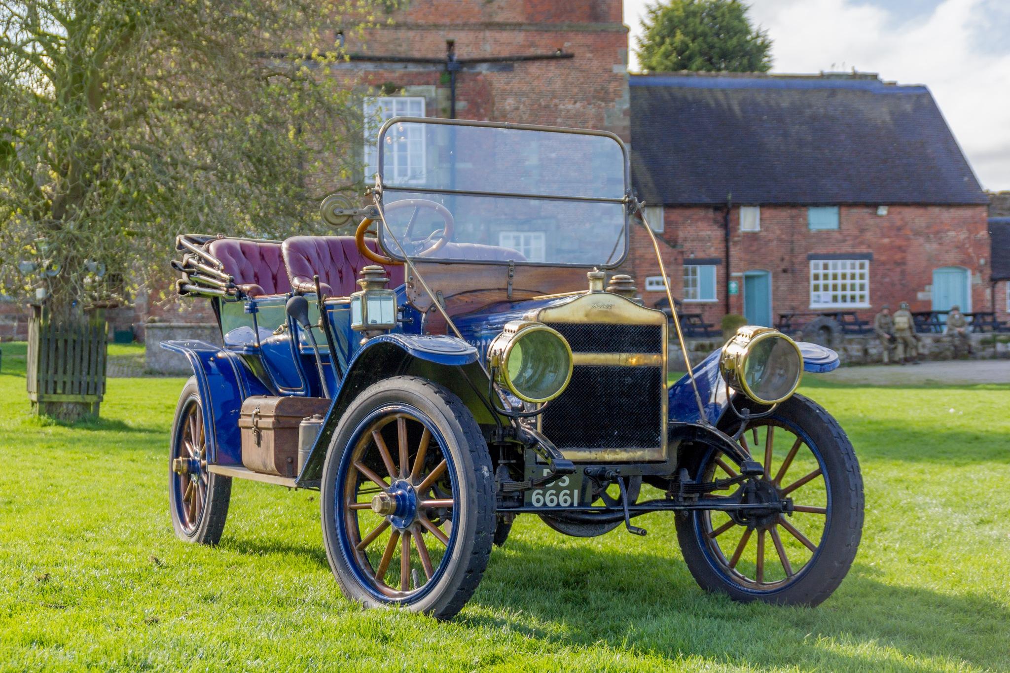 Old Car by Alan Gallagher