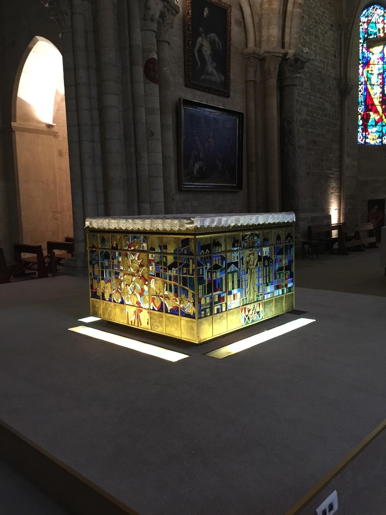 Altare by Claudio Raspollini