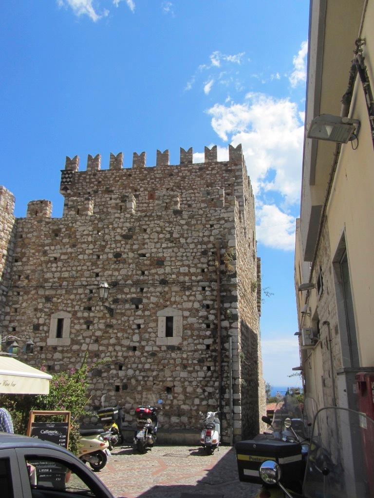 Torre by Claudio Raspollini