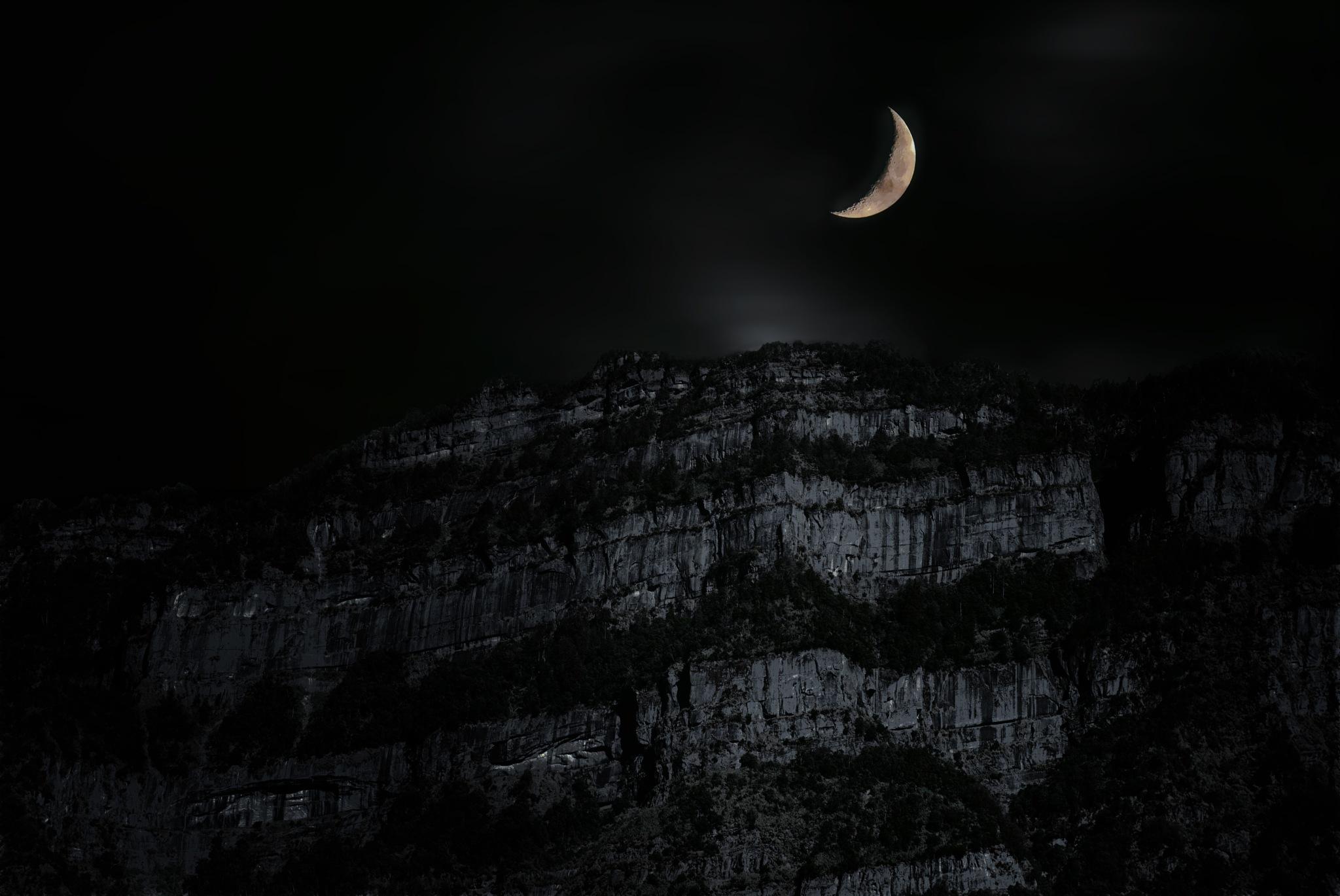 月光 by Yueh Chun Chén