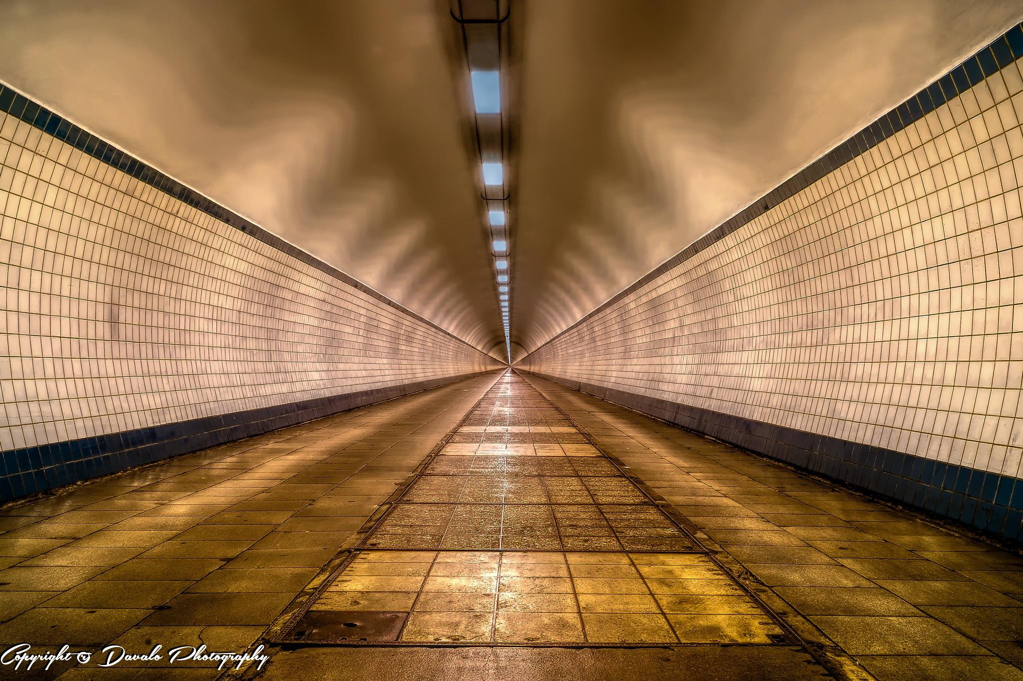Voetgangerstunnel Antwerpen by Davalo Photography