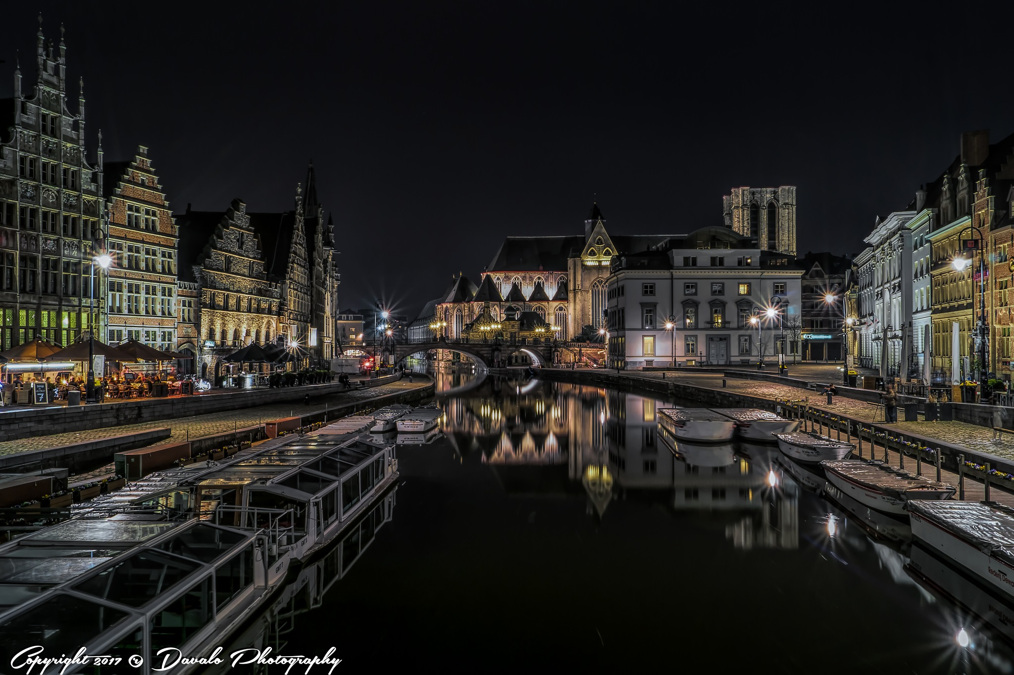 Gent By Night by Davalo Photography