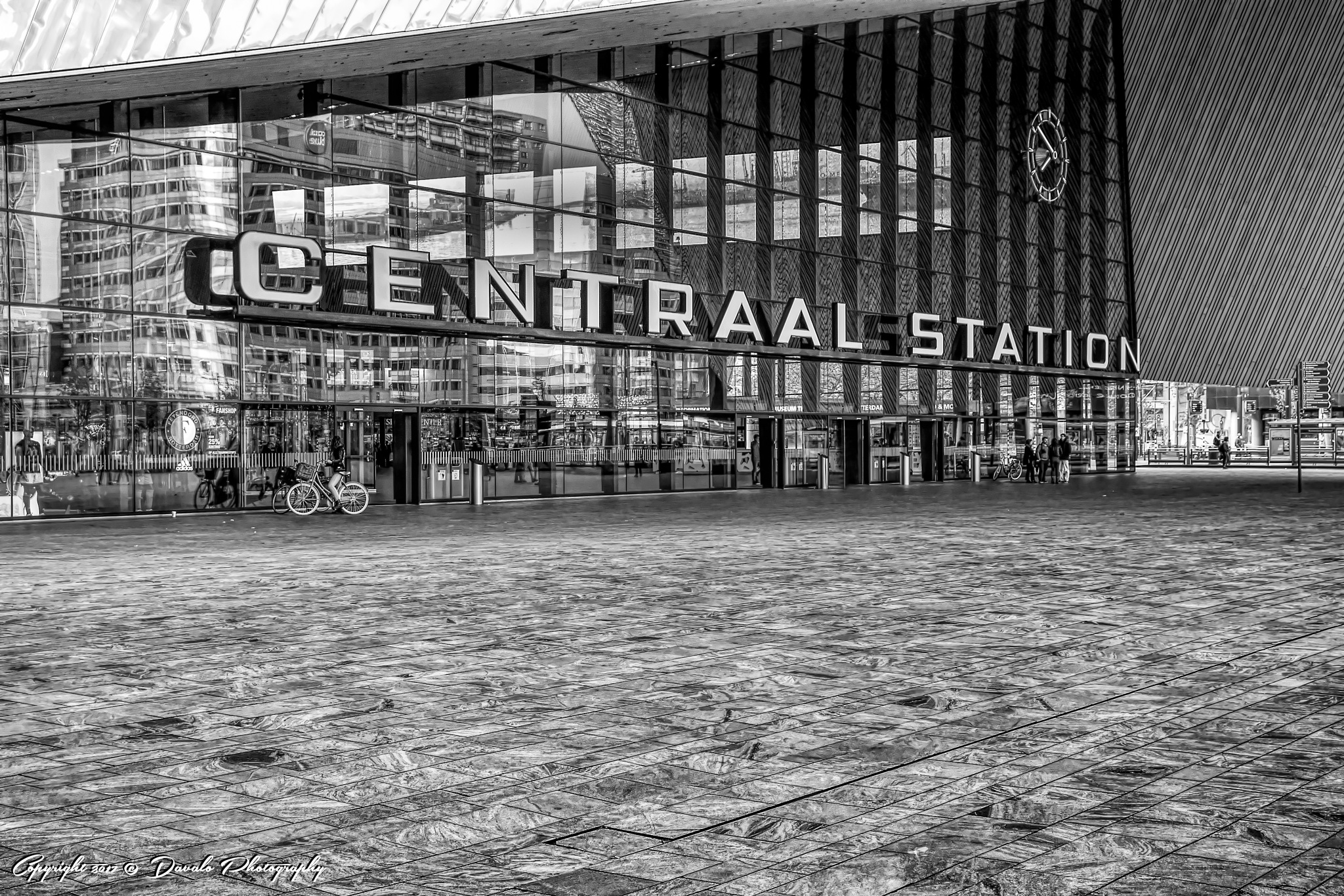 Train Station Rotterdam Central by Davalo Photography