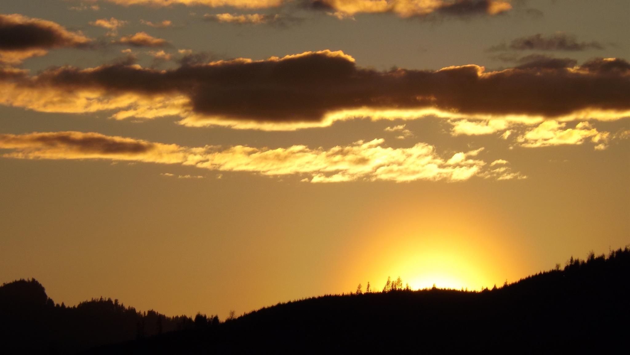 Sunset Riffe lake Wa. by Gary Graefen