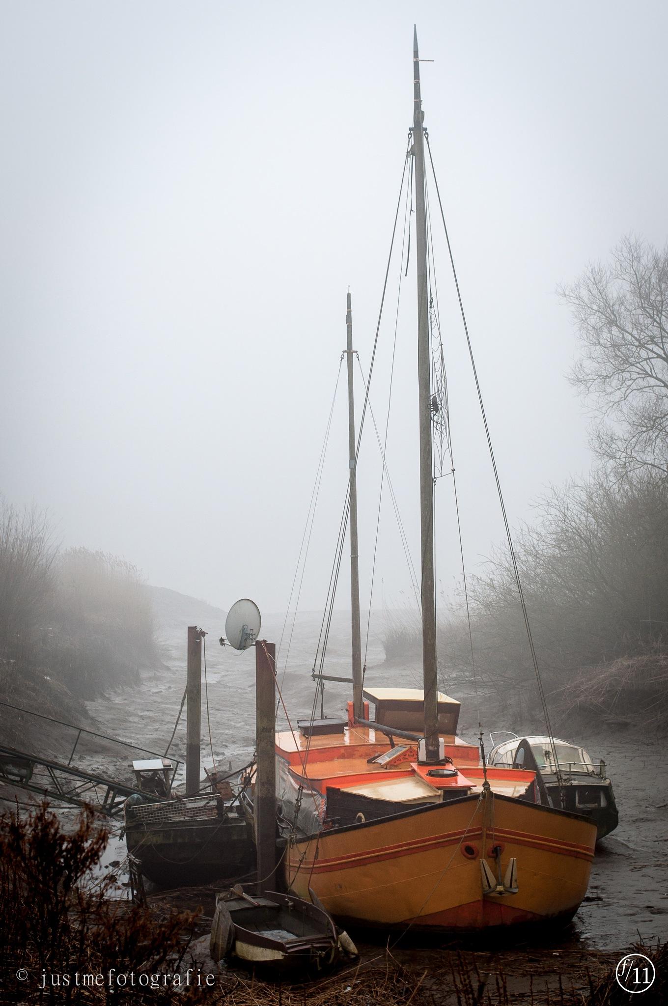 bootje in de mist by erna vloebergh