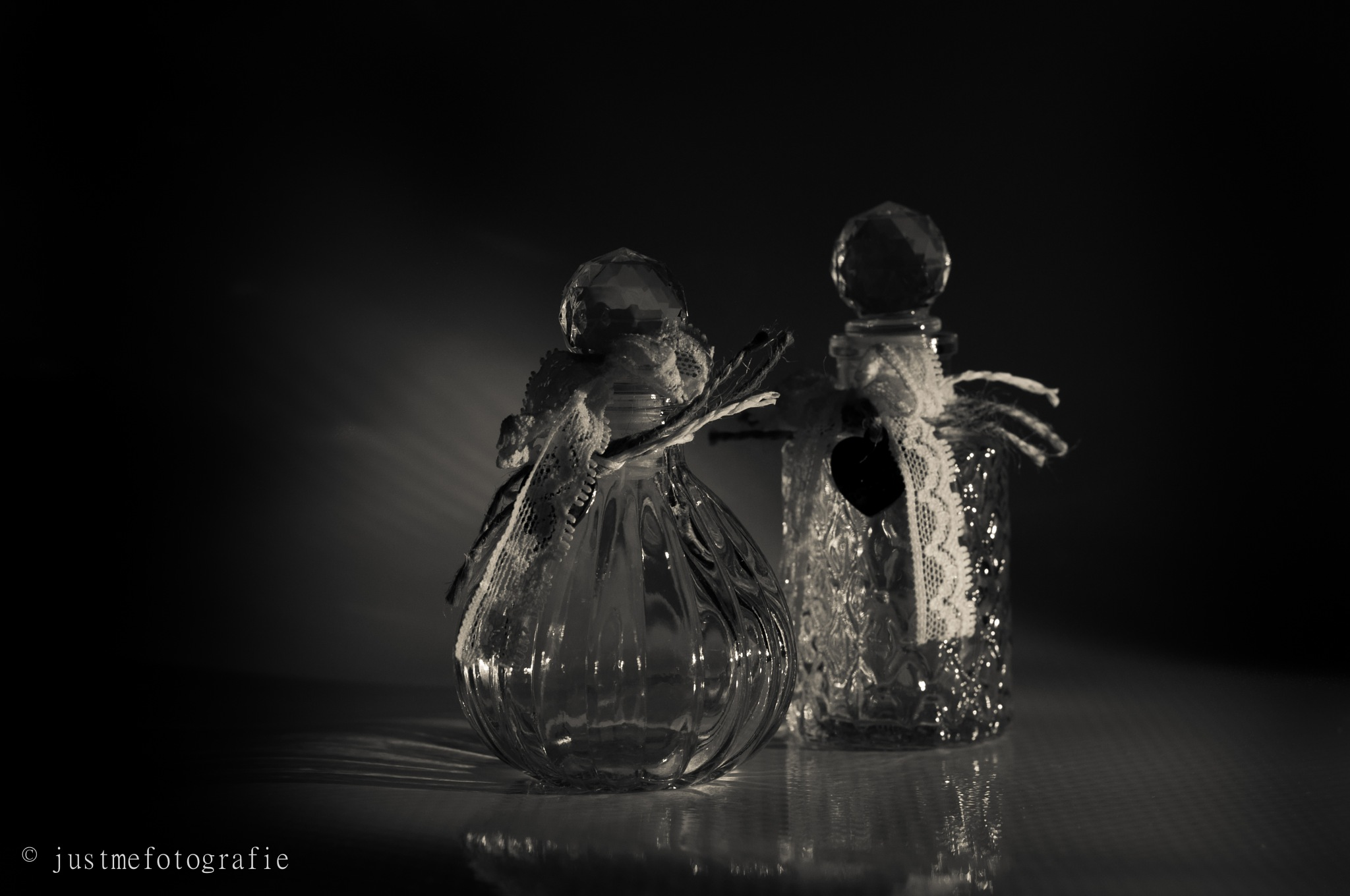glazen flesjes by erna vloebergh