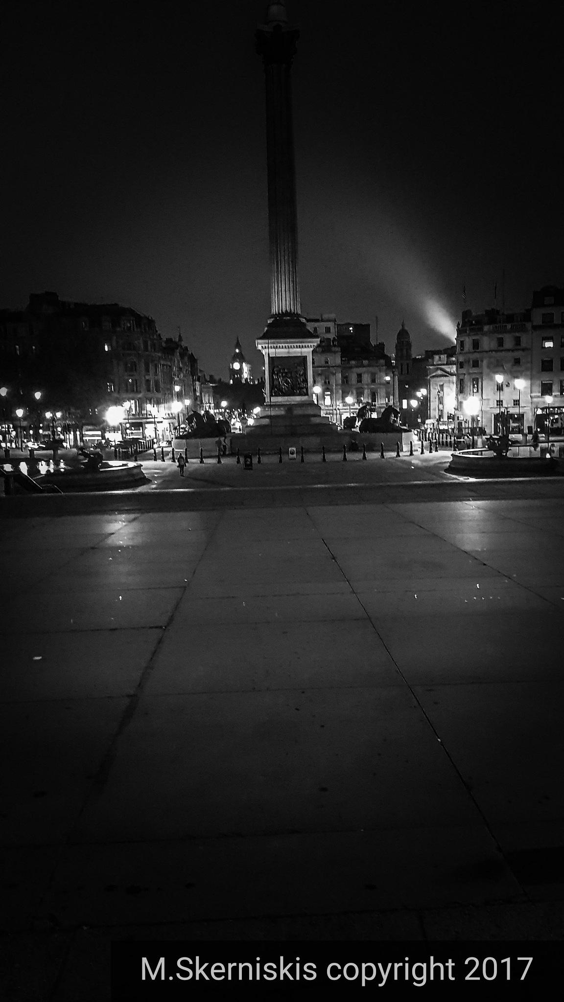 London  night  by Mantas Skerniskis