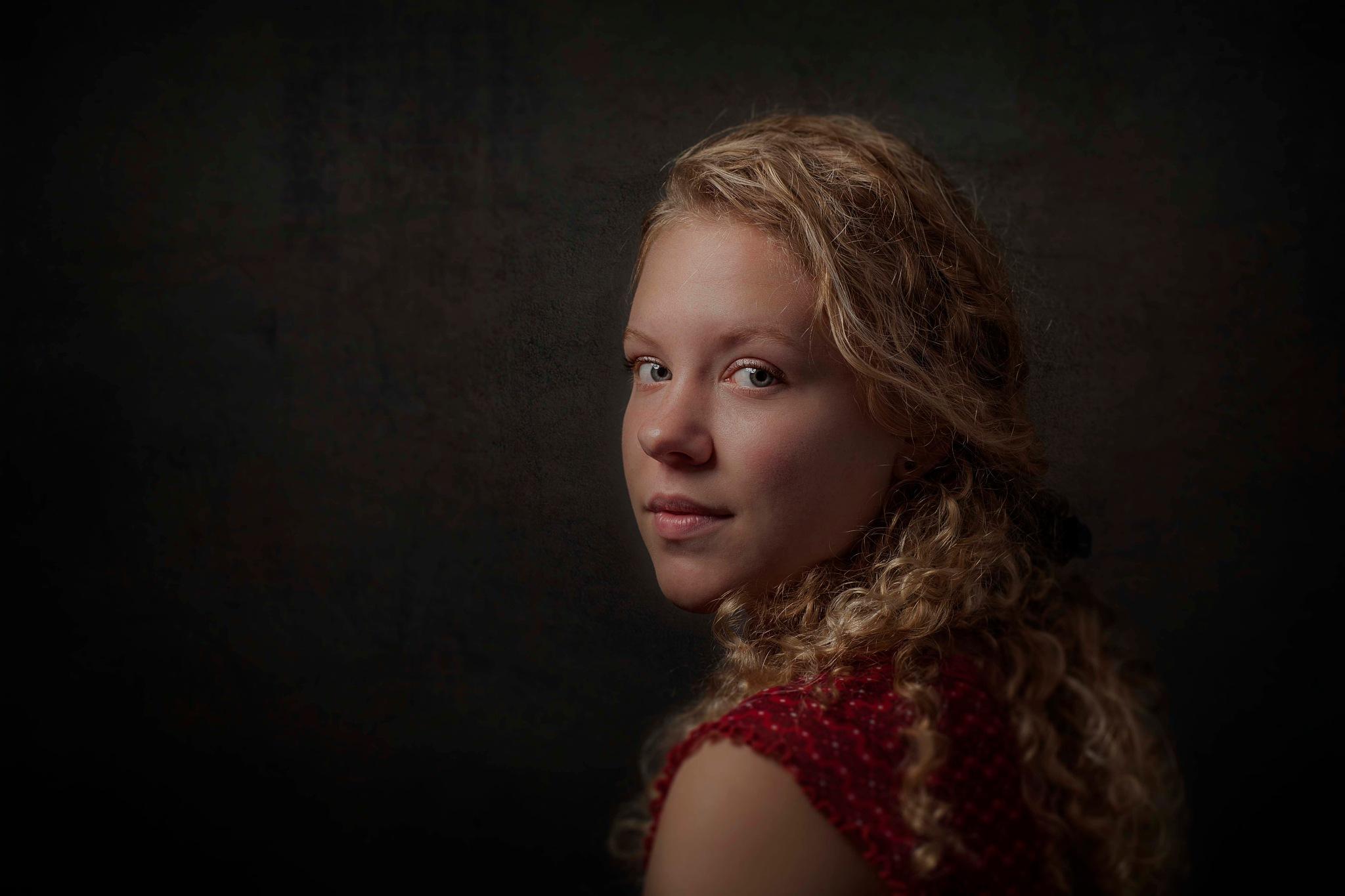 Amber by Ineke Vroom