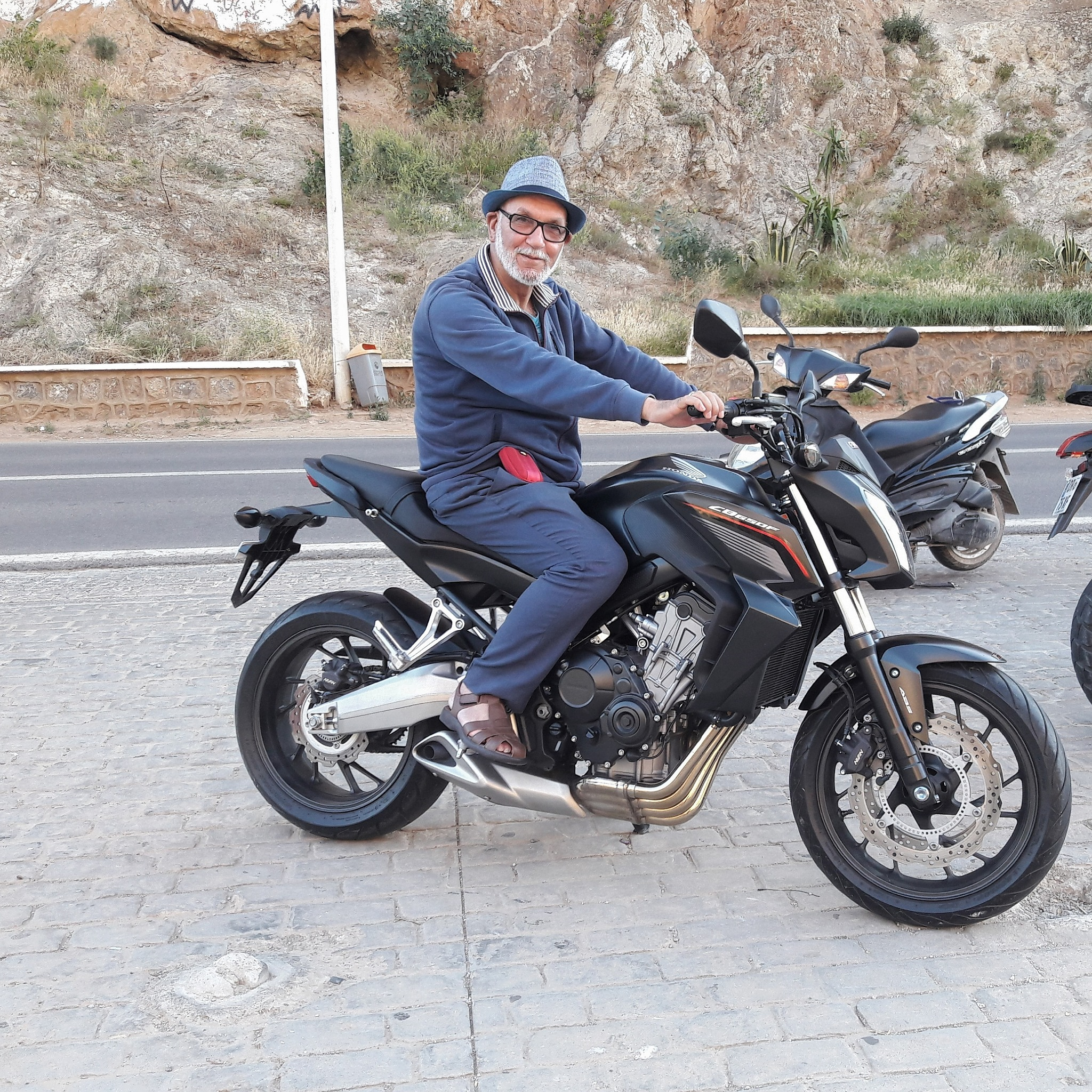 Essai sur une moto  by Abdelhamid Hadouch